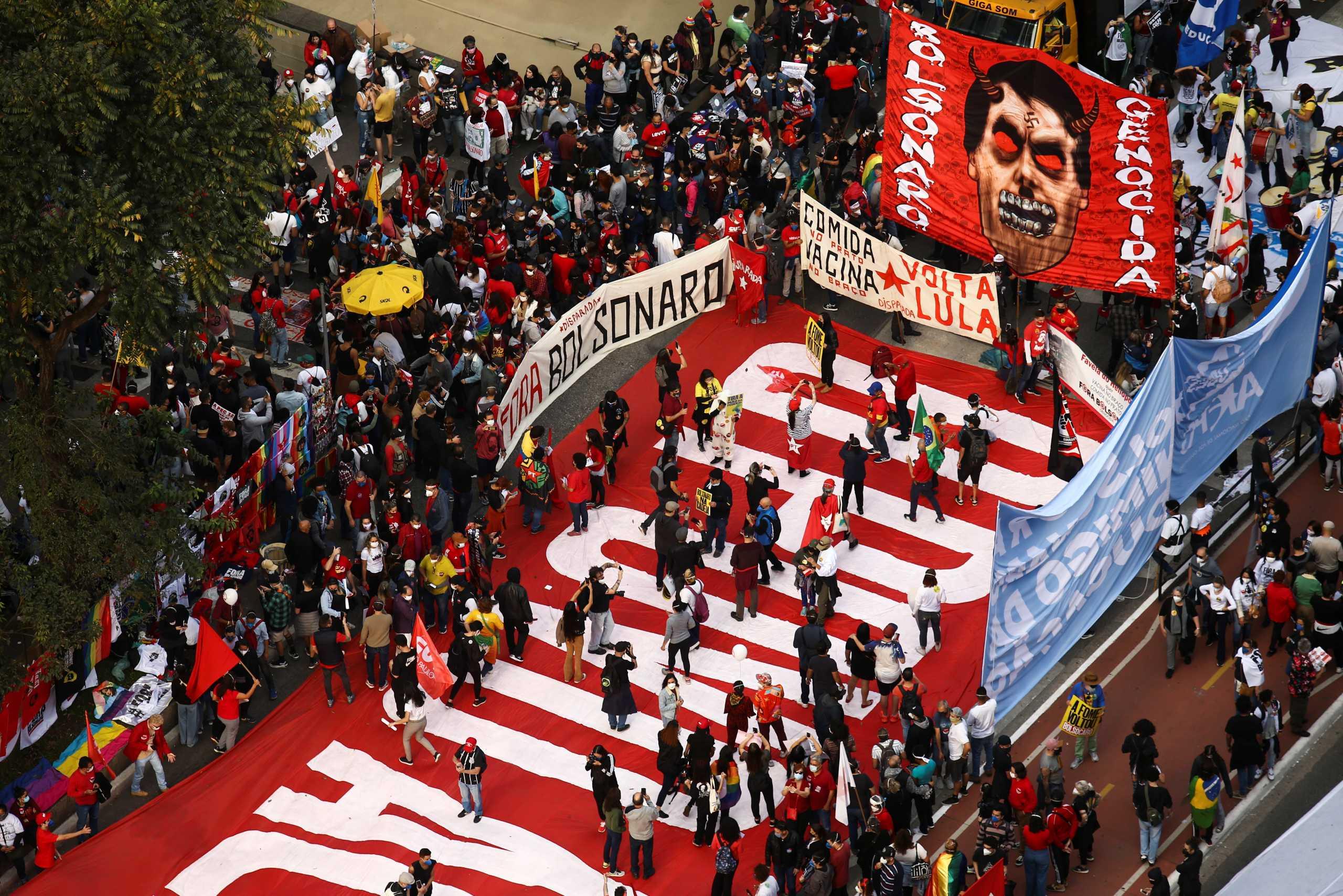 Βραζιλία: Χιλιάδες πολίτες ζητούν την καθαίρεση του Ζαΐρ Μπολσονάρο – Διαδηλώσεις σε μεγάλες πόλεις της χώρας