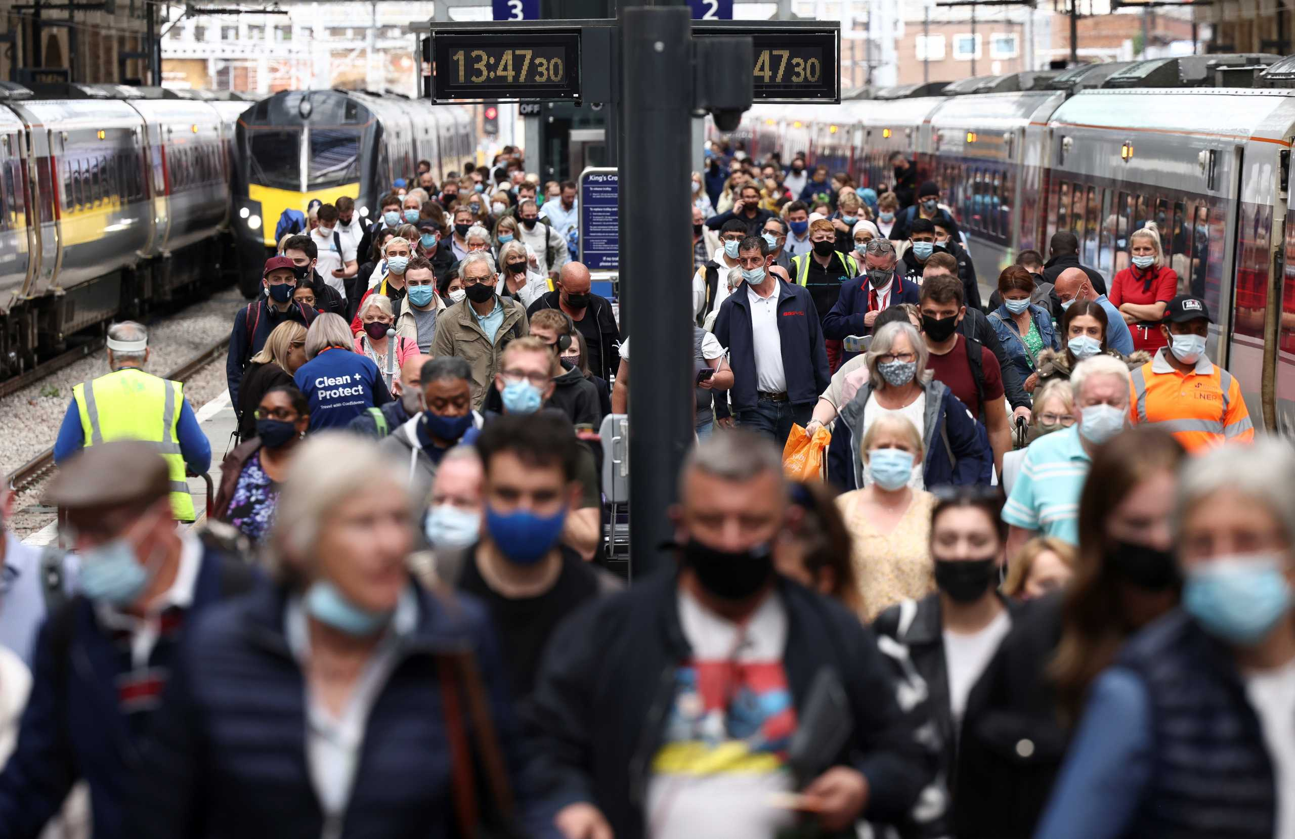 Βρετανία: 63 νεκροί και πάνω από 48.000 νέα κρούσματα