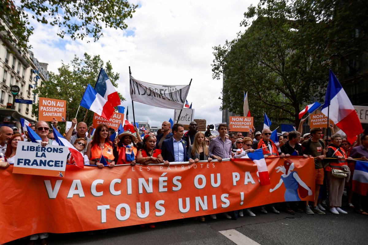 Γαλλία: Διαδηλώσεις στο Παρίσι και σε άλλες πόλεις κατά του πιστοποιητικού υγείας για τον κορονοϊό