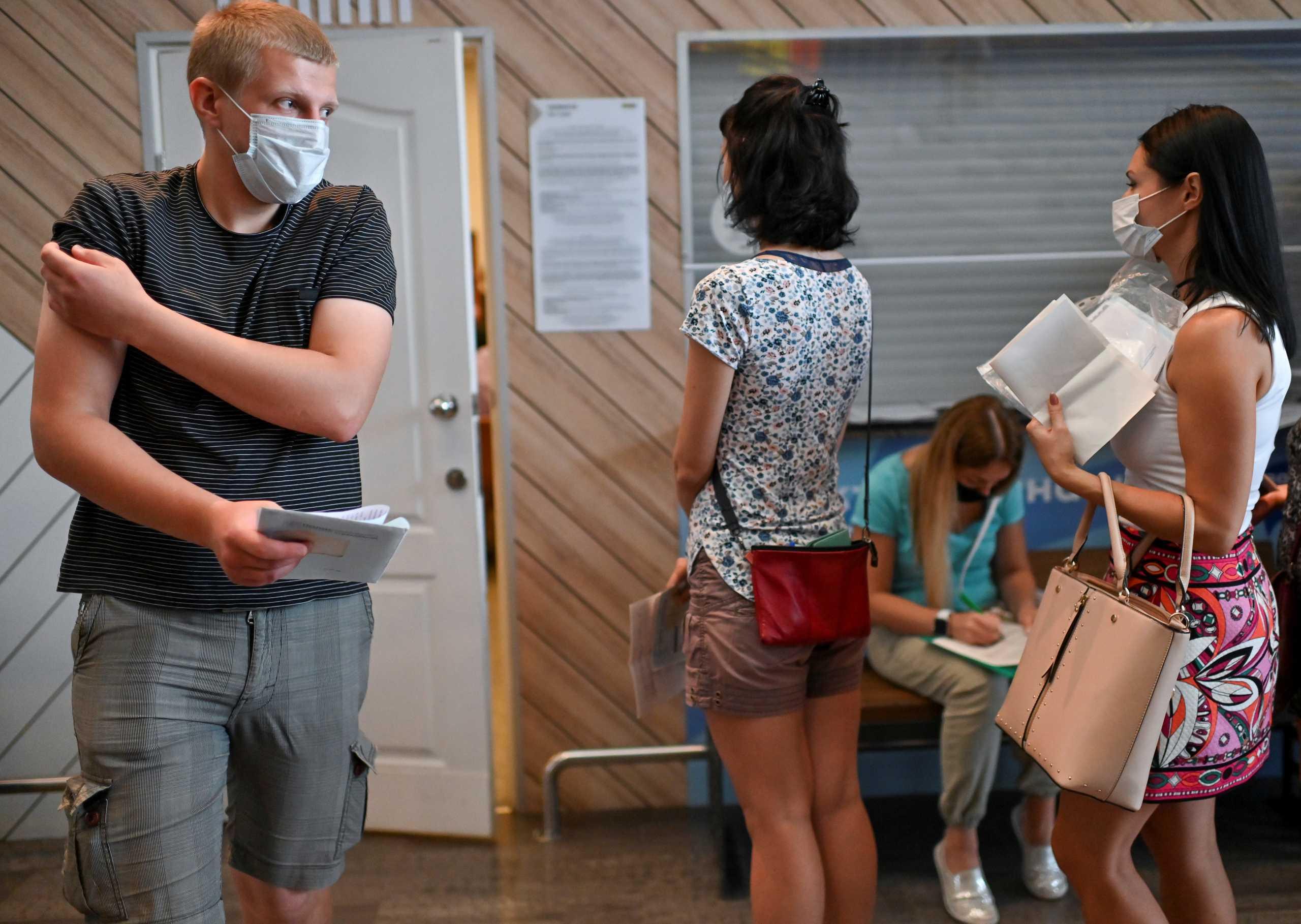 Ρωσία: 8.833 νέα κρούσματα κορονοϊού και 794 θάνατοι