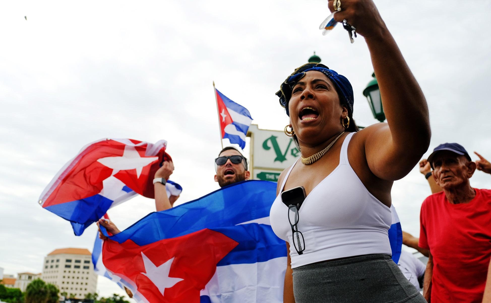 Κούβα: Δεκάδες συλλήψεις αντικαθεστωτικών διαδηλωτών – Αμερικανικό «δάκτυλο» βλέπει η Αβάνα