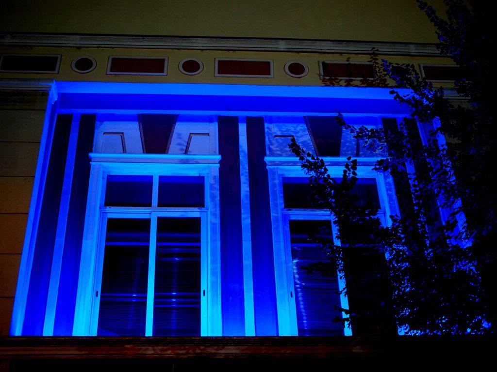 Ολυμπιακοί Αγώνες: Φωταγωγήθηκε το δημαρχείο Γρεβενών για τον αγώνα του Μίλτου Τεντόγλου