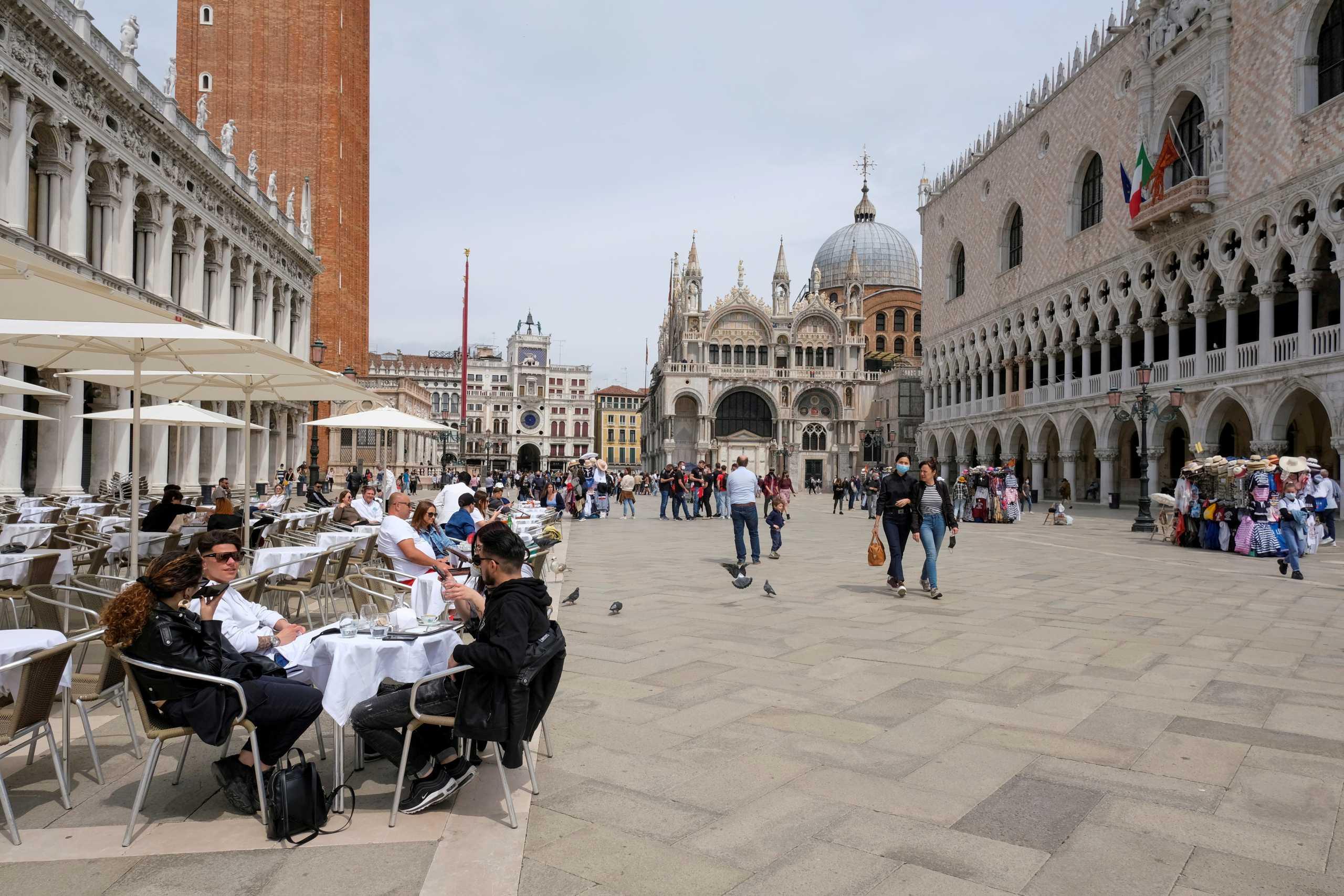 Ιταλία: Στον κλοιό της μετάλλαξης Δέλτα ο τουρισμός – «Αντέχουν Ελλάδα, Ισπανία και Γαλλία»