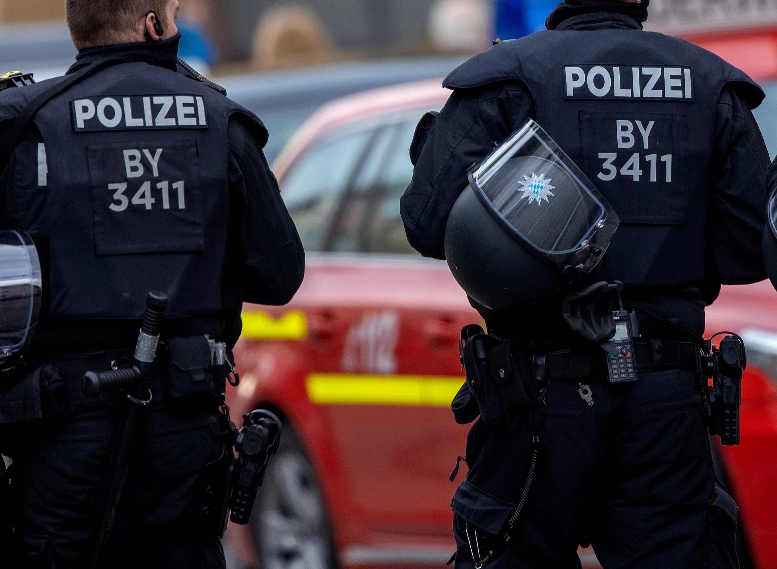 Γερμανία: 75χρονη δάγκωσε τον αστυνομικό που της είπε να βάλει μάσκα