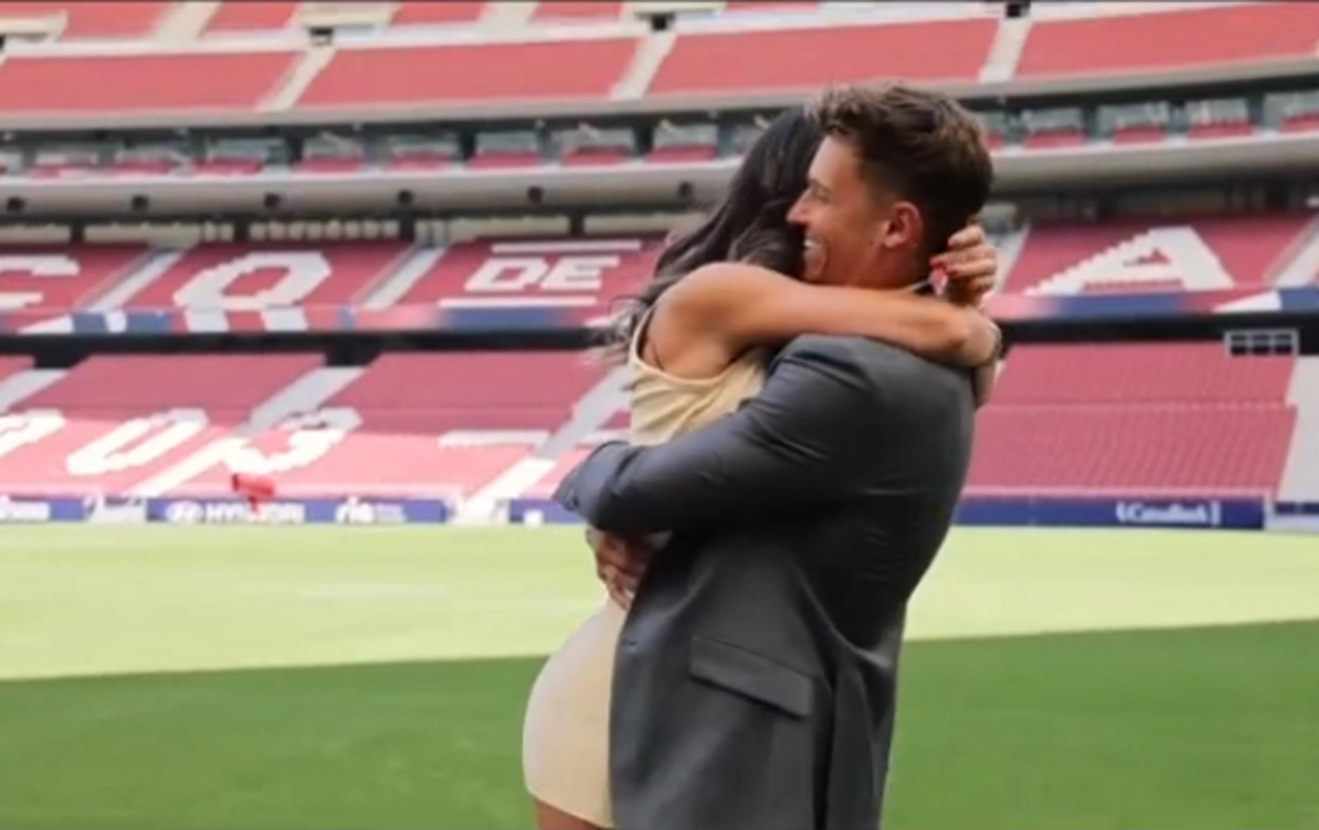 Ο Μάρκος Γιορέντε έκανε πρόταση γάμου στο γήπεδο της Ατλέτικο και η σύντροφος του πλάνταξε στο κλάμα