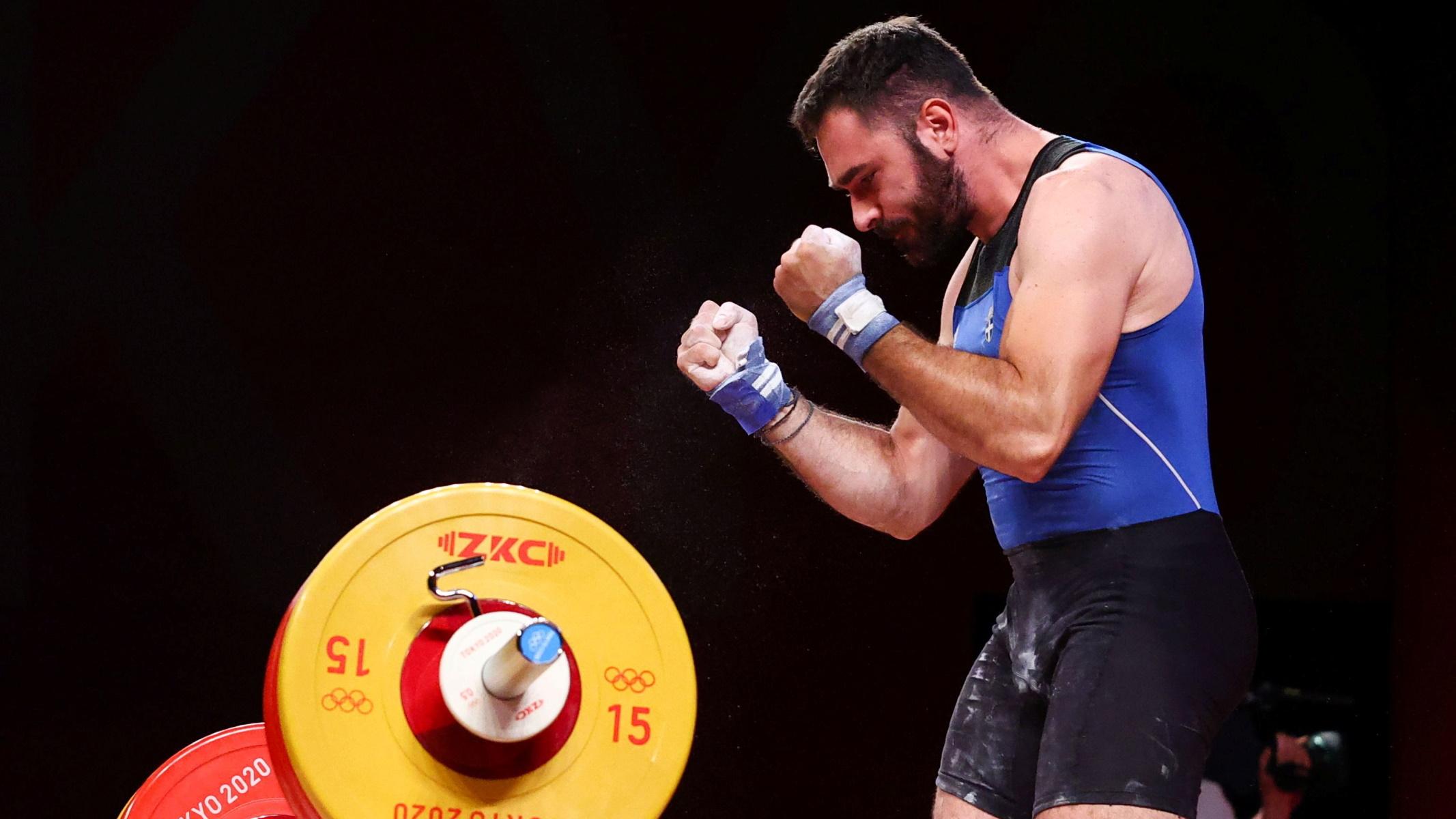 Ολυμπιακοί Αγώνες: Μεγάλο αγώνα ο Ιακωβίδης στην Άρση Βαρών – Φίλησε το πλατό στην τελευταία προσπάθεια