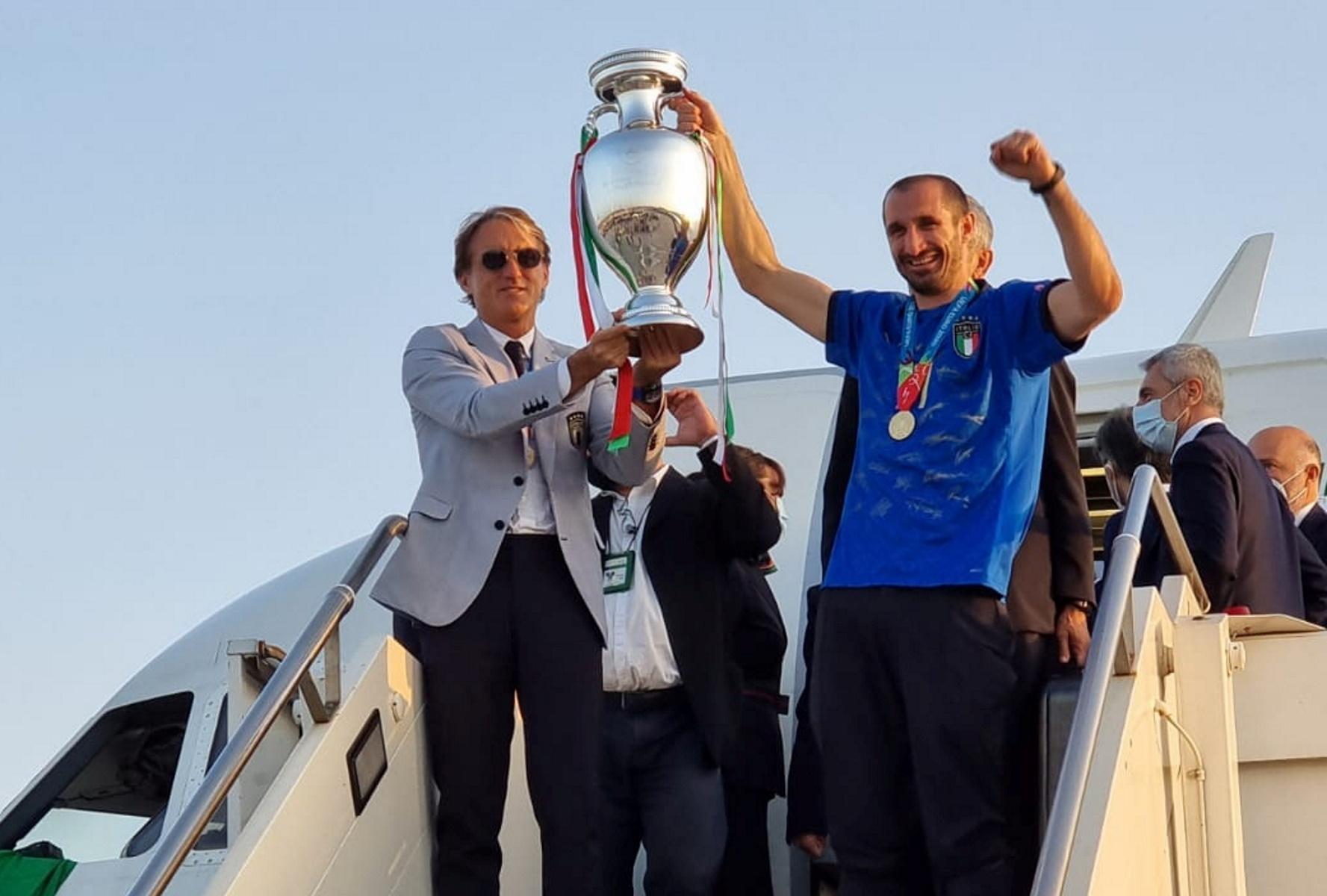 Ιταλία: Η πρωταθλήτρια Ευρώπης επέστρεψε στη Ρώμη με το τρόπαιο του Euro