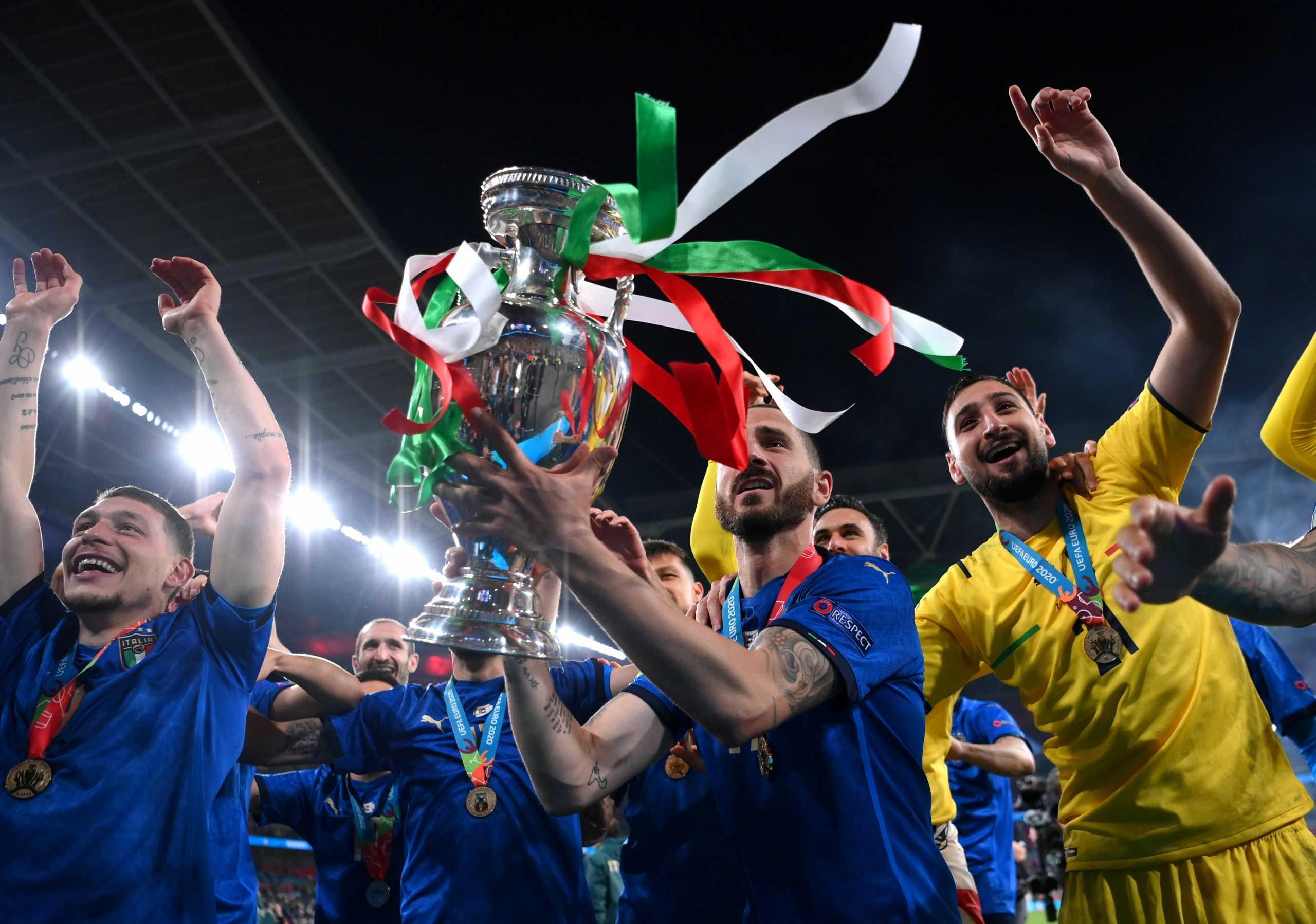 Euro 2020 – Ιταλία: Οι πανηγυρισμοί στα αποδυτήρια και η απίστευτη βουτιά του Ντε Ρόσι