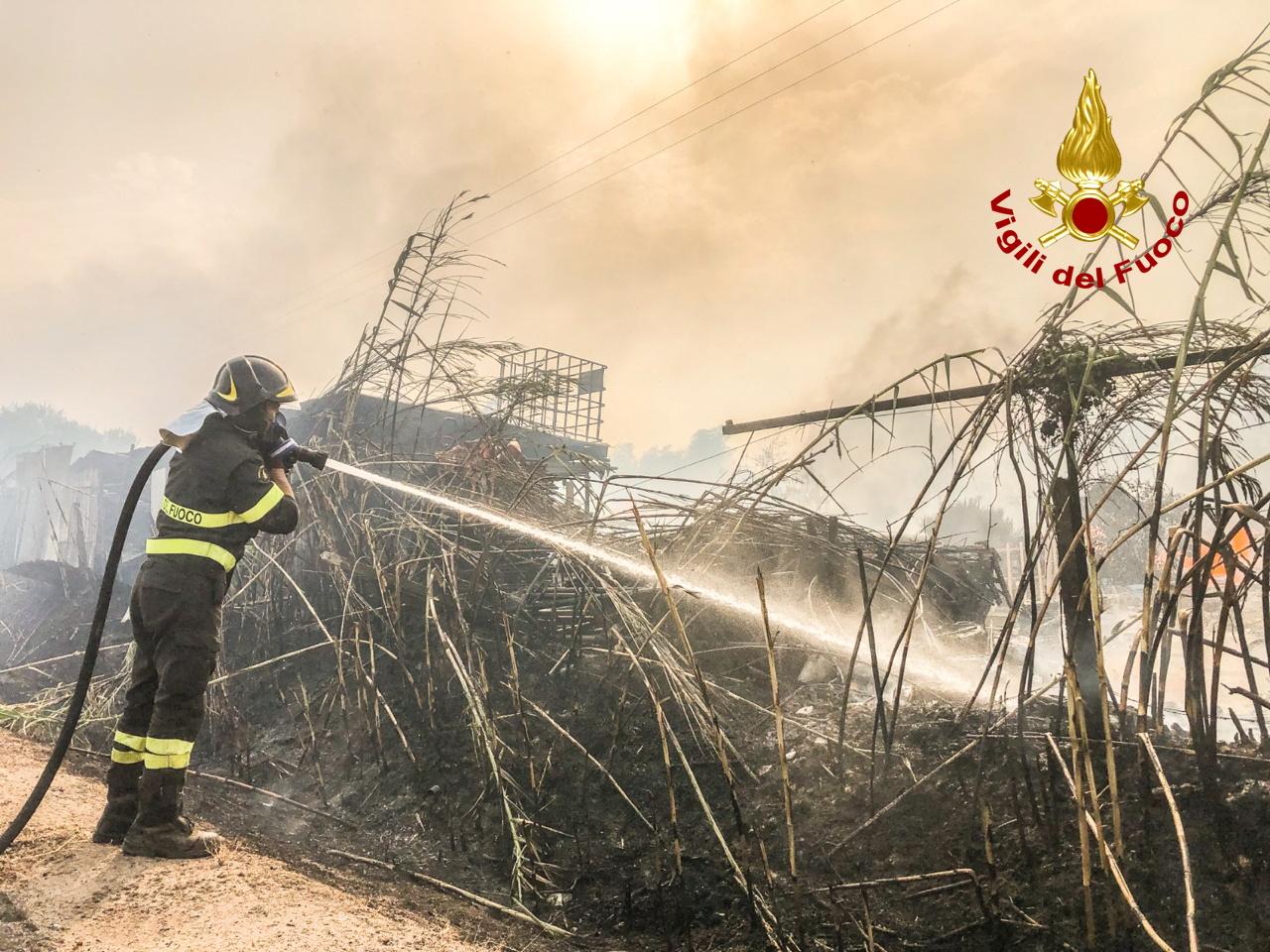 Η Ελλάδα στέλνει στην Ιταλία δύο Canadair CL-415 για τις φωτιές στην Σαρδηνία