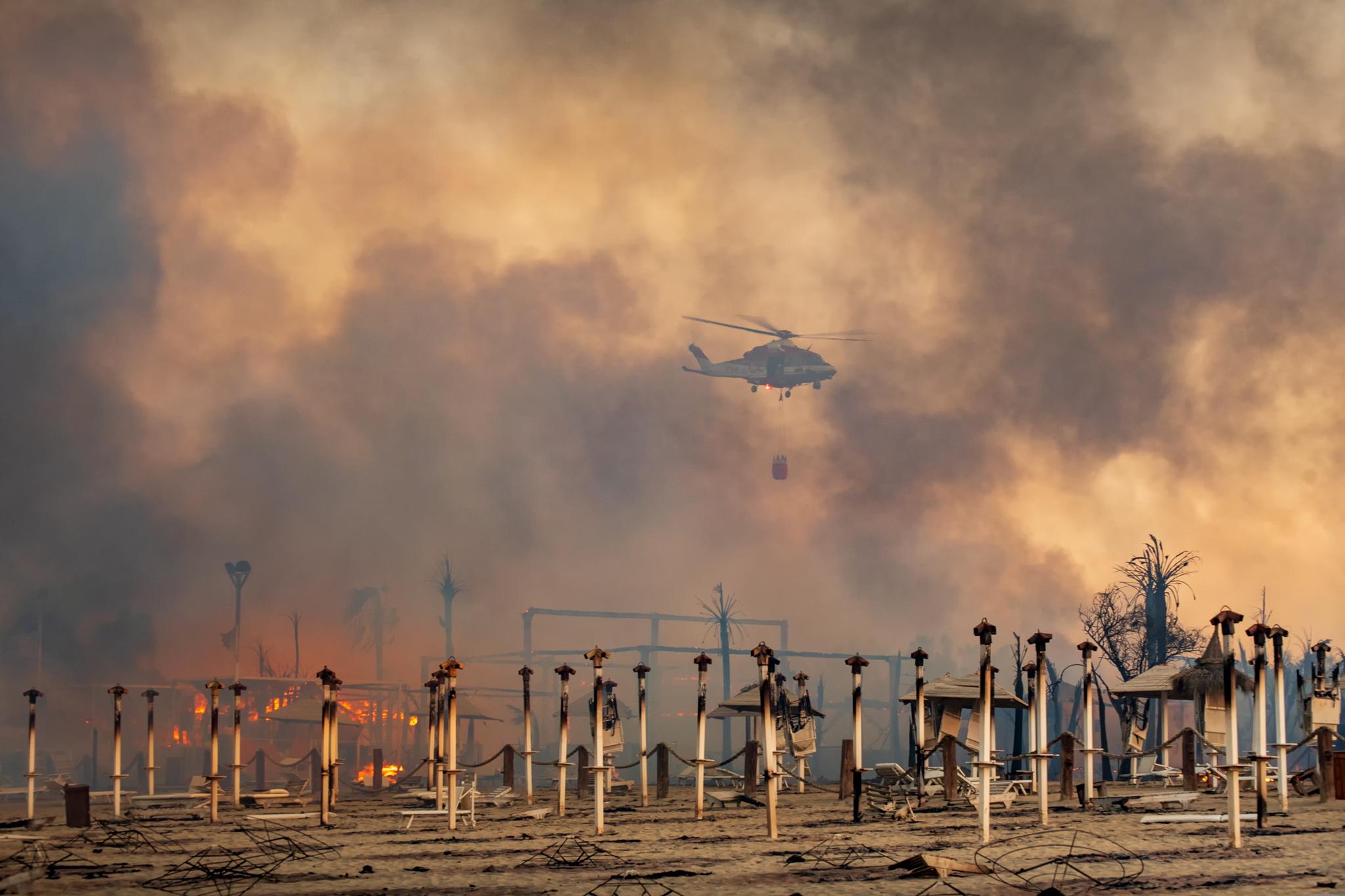 Σικελία: Σε εξέλιξη πάνω από 160 πυρκαγιές – Υπόνοιες για εμπρησμούς