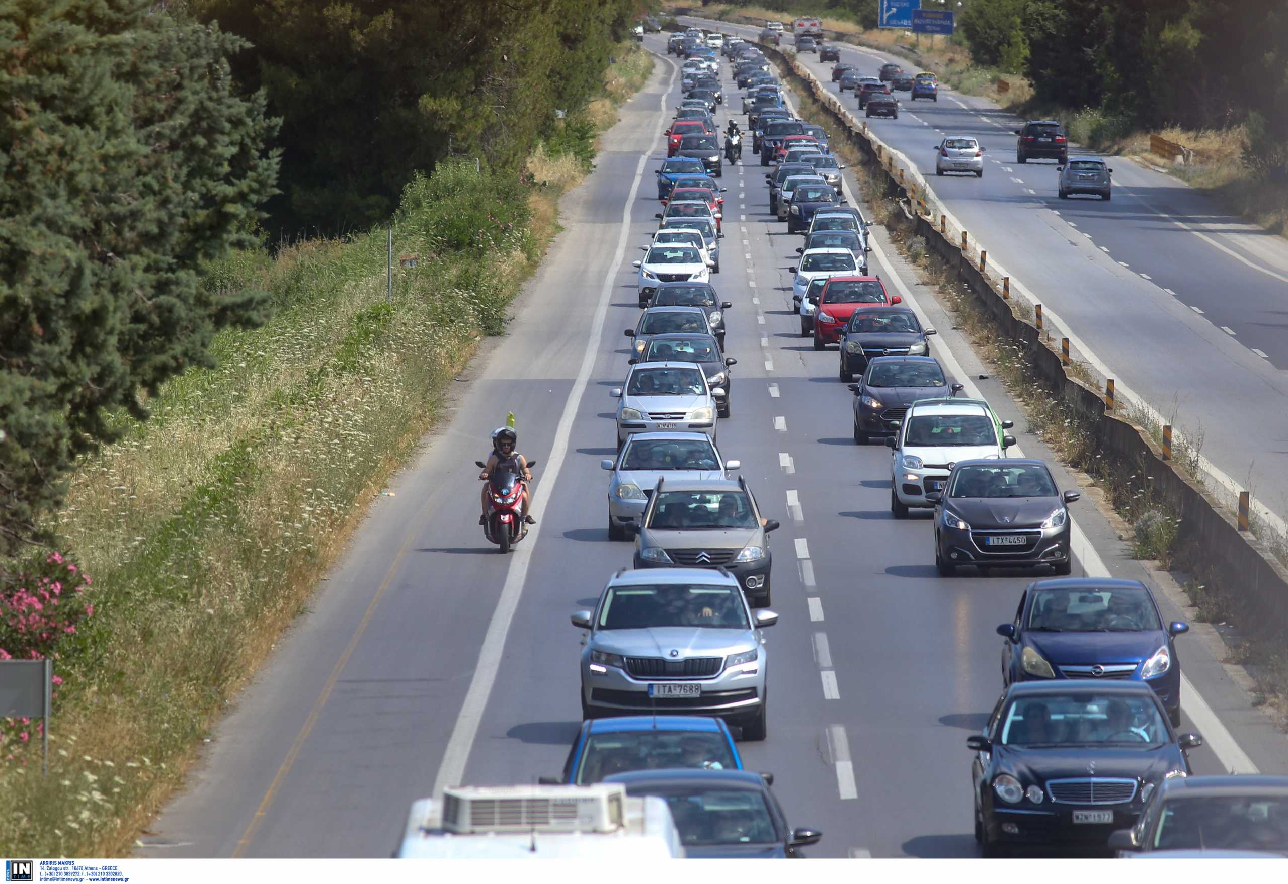 Χαλκιδική: Εικόνες από το μεγάλο κύμα της εξόδου – Μποτιλιάρισμα στην εθνική οδό