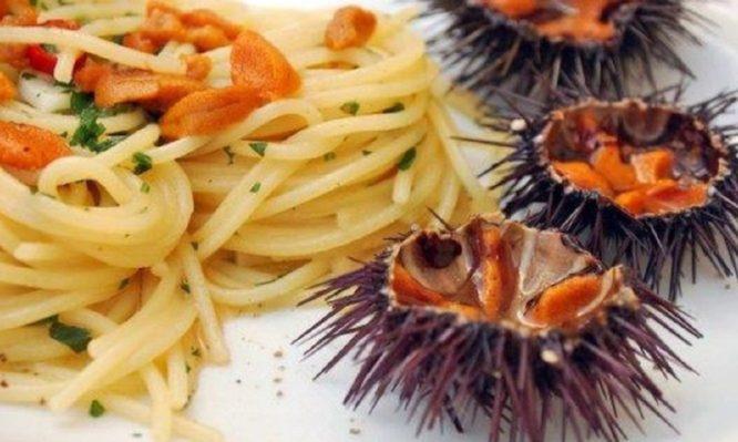 Αγιορείτικη μακαρονάδα με σάλτσα αχινών