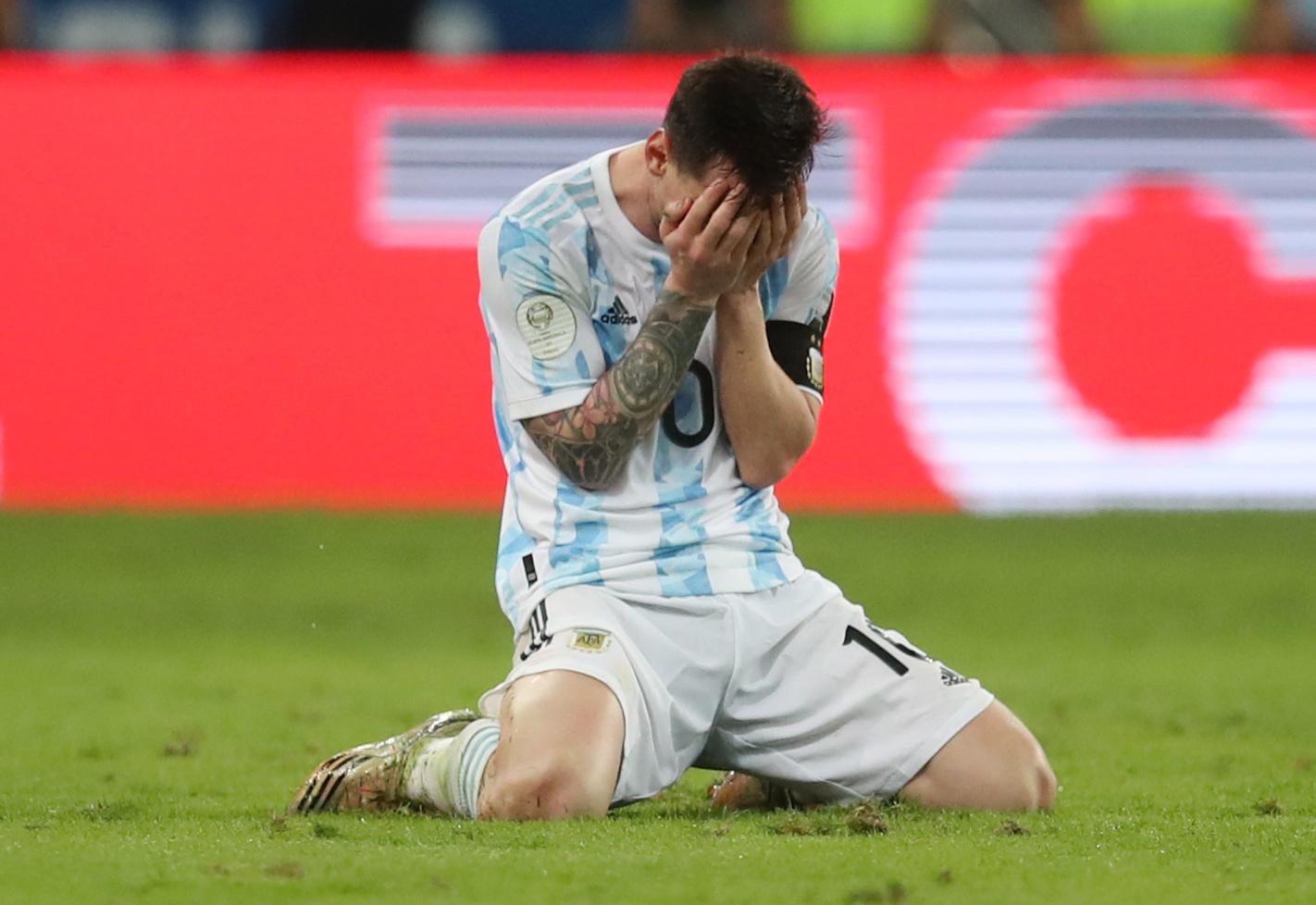 Αργεντινή – Βραζιλία: Το κλάμα του Μέσι! Τον σήκωσαν στον αέρα οι συμπαίκτες του