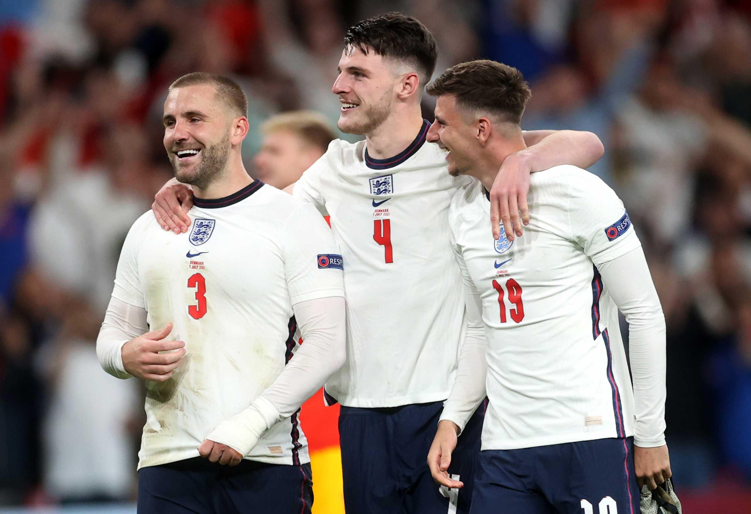 Μύκονος: Άγγλοι διεθνείς «ξεπερνούν» τον χαμένο τελικό του Euro με μπάσκετ πάνω σε σκάφος