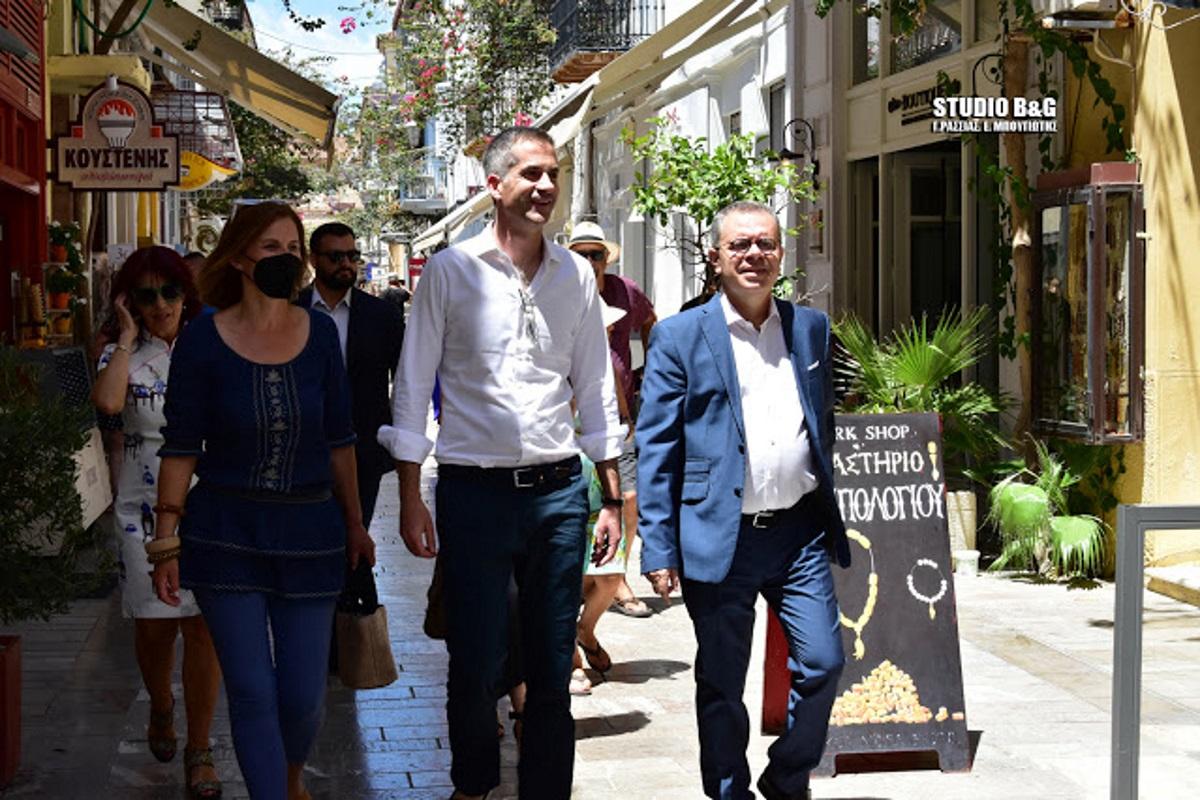Στο Ναύπλιο ο Κώστας Μπακογιάννης: Τι του έκανε εντύπωση και η έκπληξη των Αθηναίων