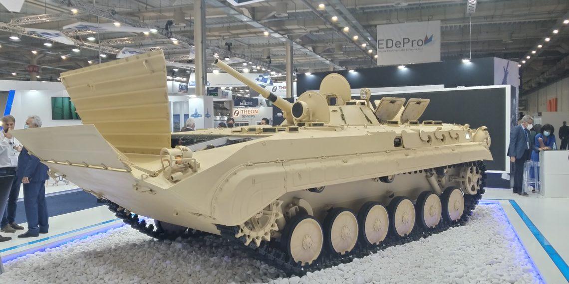 DEFEA 2021 – ΕΑΣ: Ηχηρή και συμβολική παρουσία με τεθωρακισμένο όχημα μάχης BMP-1