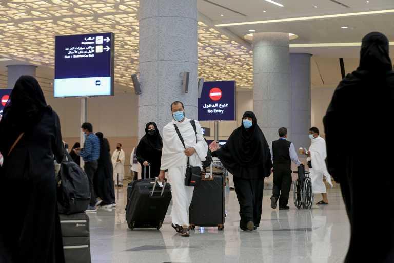 Σαουδική Αραβία: Τριετή απαγόρευση εξόδου από τη χώρα για όσους επισκεφθούν «κόκκινο» προορισμό