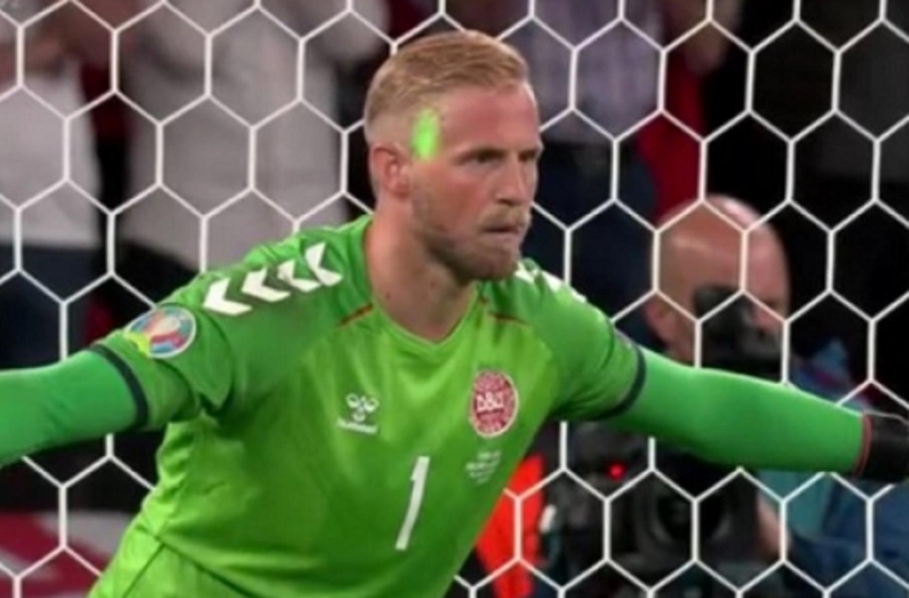 Euro 2020: «Καμπάνα» της UEFA στην Αγγλία για το λέιζερ στον Σμάιχελ