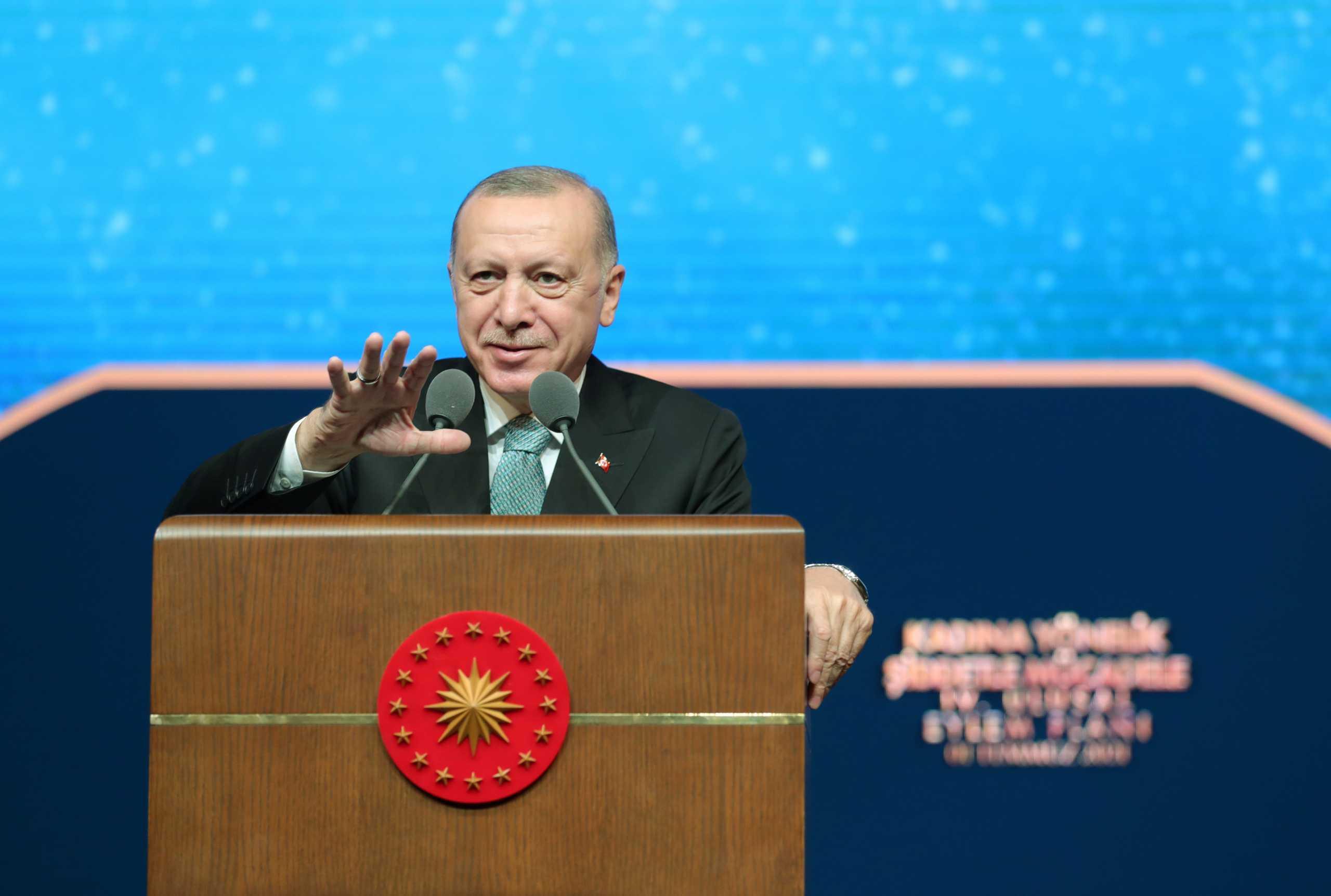 «Βάζει φωτιές» ο Ερντογάν: Θα πάρουμε ό,τι δικαιωματικά μας ανήκει στην ανατολική Μεσόγειο