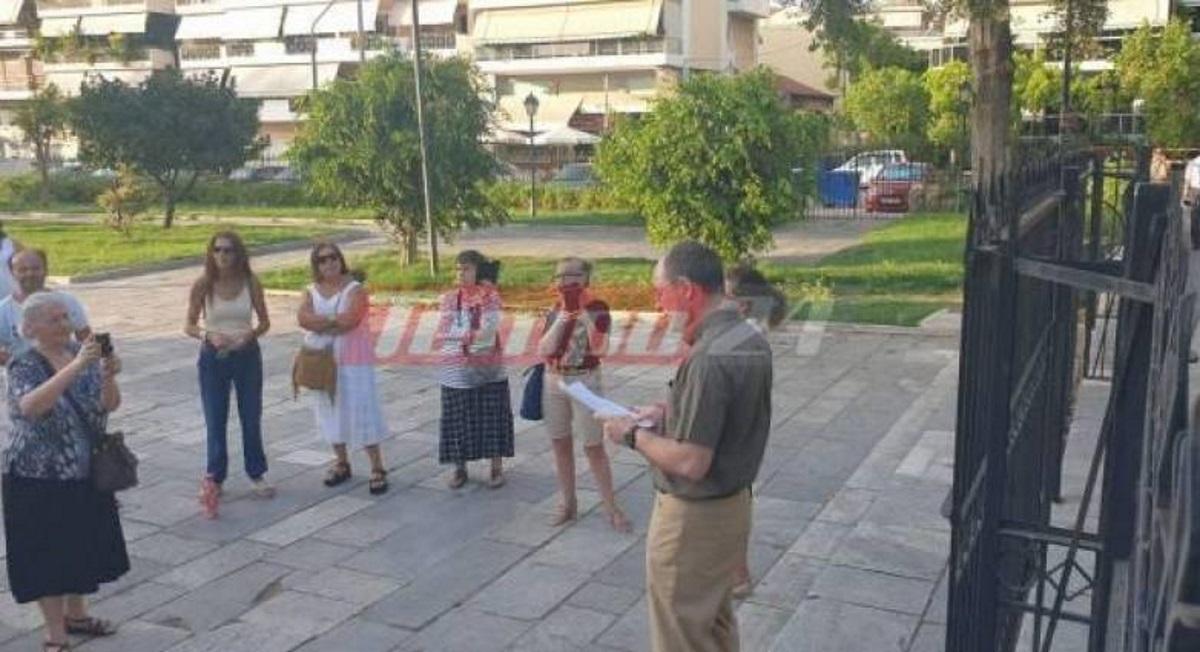 Συγκέντρωση αντιεμβολιαστών στην Πάτρα: Μαζεύτηκαν έξω από εκκλησία και έψαλλαν τον Ακάθιστο Ύμνο