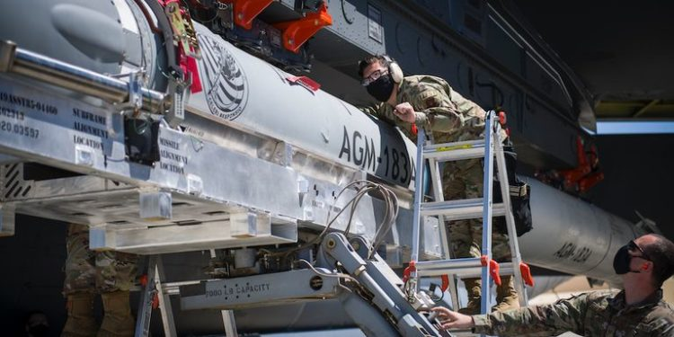 USAF: «Τσεκούρι» της Γερουσίας στο πρόγραμμα υπερηχητικών πυραύλων ARRW