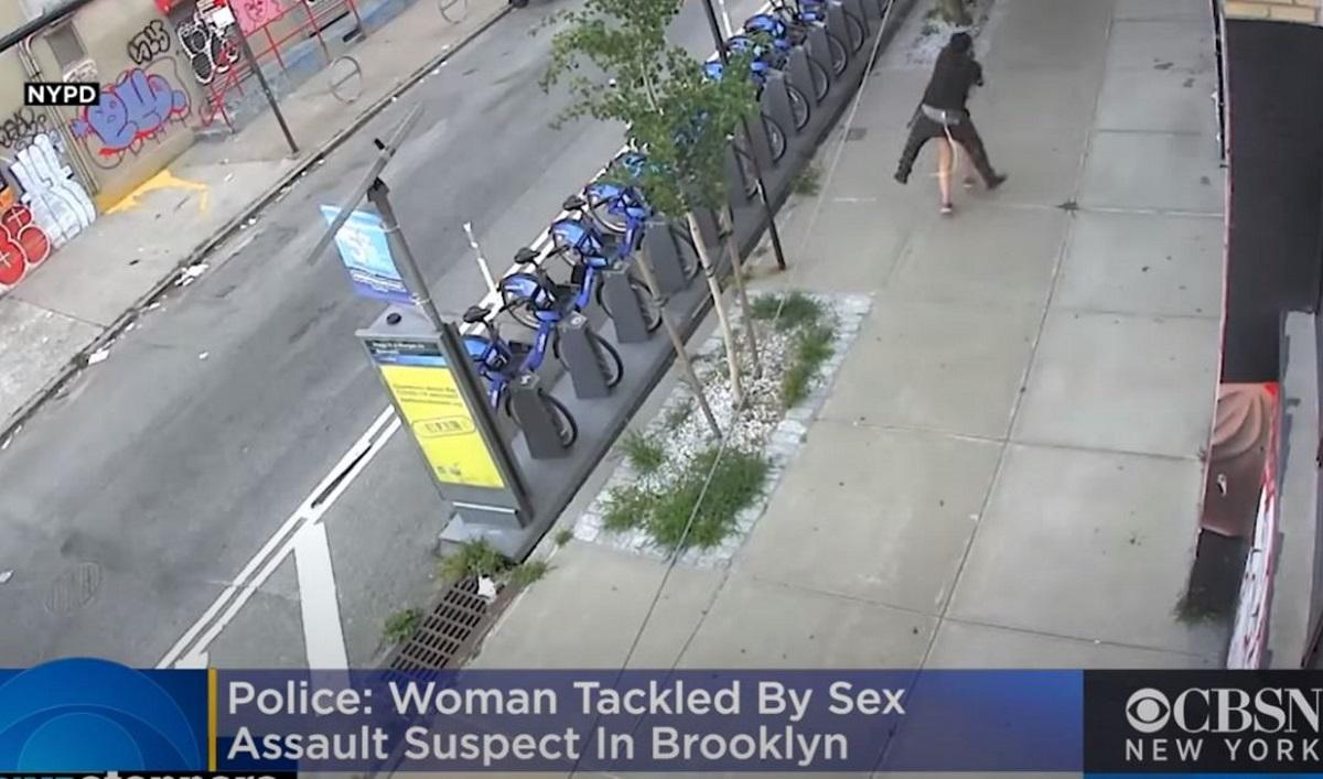 Βίντεο – σοκ από σεξουαλική επίθεση: Την ακολούθησε και την όρμησε στη μέση του δρόμου