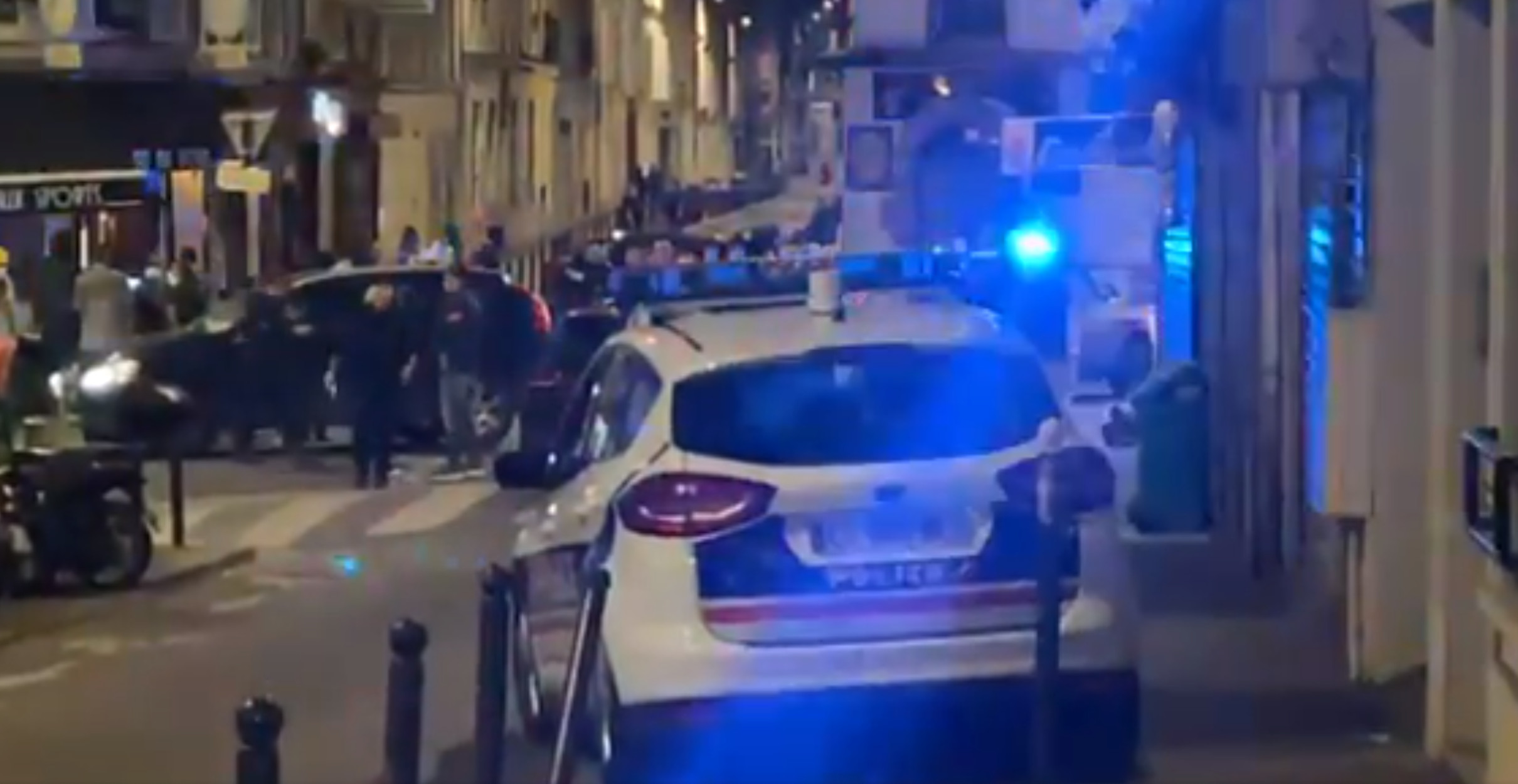 Παρίσι: Αυτοκίνητο έπεσε πάνω σε κόσμο που καθόταν σε καφετέρια – Ένας νεκρός