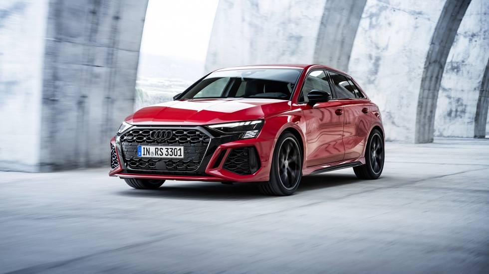 Επίδειξη ισχύος από την Audi με το νέο RS 3 (pics)