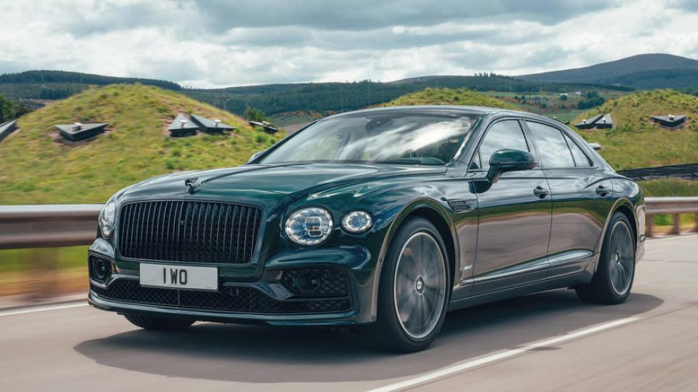 Η Bentley Flying Spur πέρασε στην εποχή της υβριδικής κίνησης (pics)