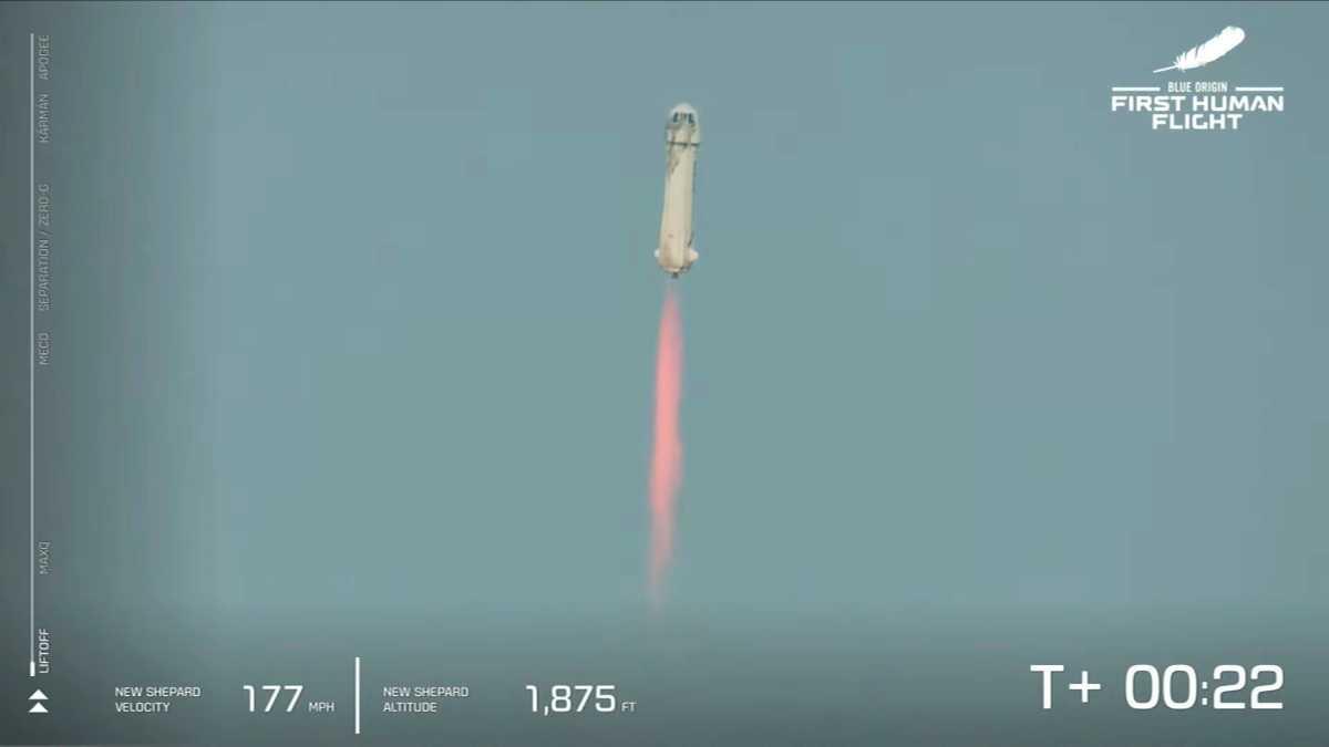 """Ο Τζεφ Μπέζος """"πέταξε"""" στο διάστημα"""