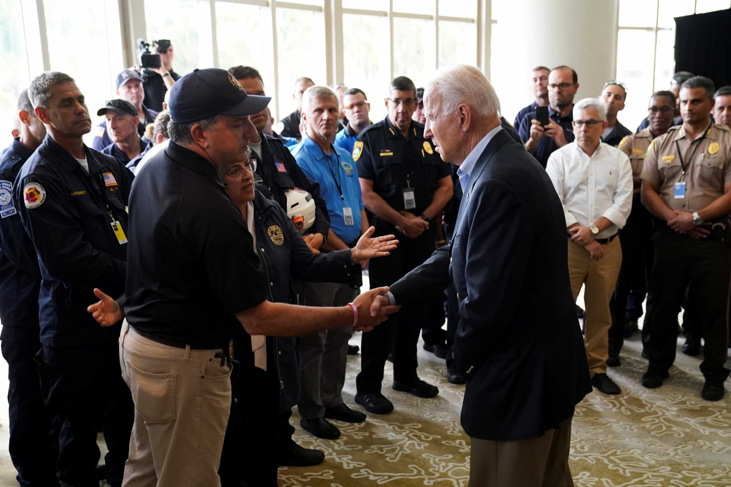 Στη Φλόριντα ο πρόεδρος  Μπάιντεν για «παρηγοριά» μετά την κατάρρευση του κτιρίου