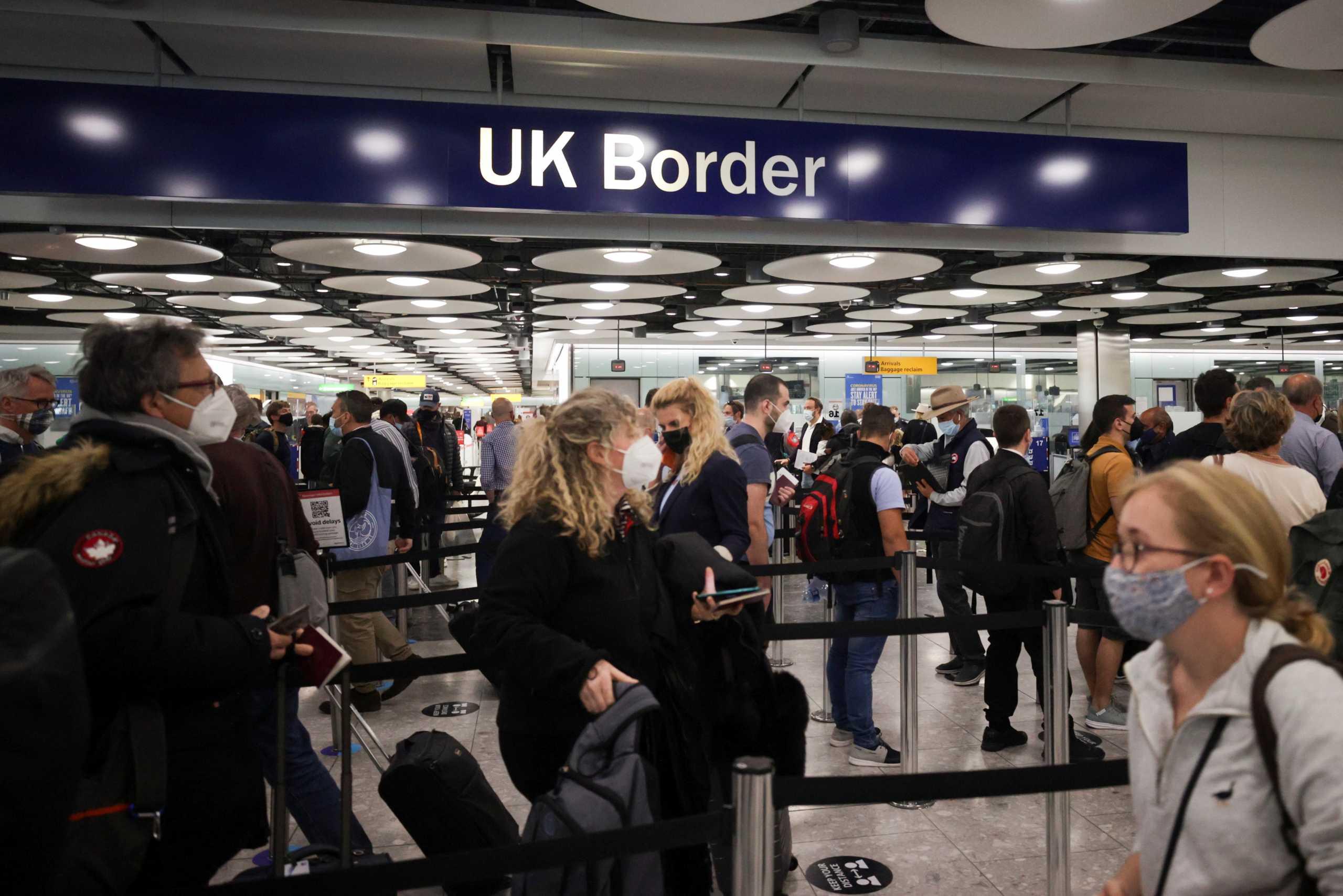 Η Βρετανία ανοίγει τις πύλες για τους πλήρως εμβολιασμένους πολίτες
