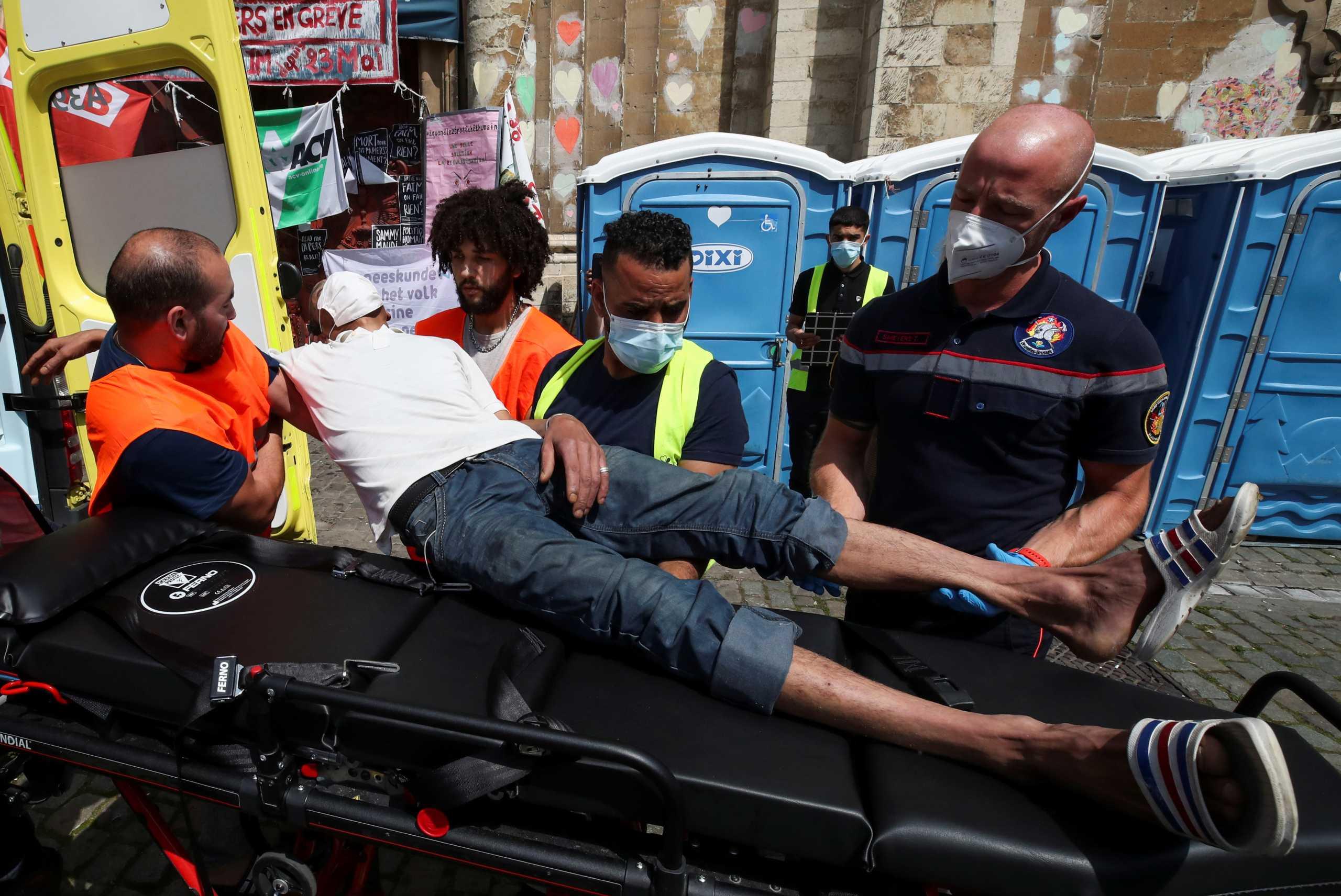 Bέλγιο: Σταμάτησαν μετά δύο μήνες την απεργία πείνας οι 450 παράτυποι μετανάστες στις Βρυξέλλες