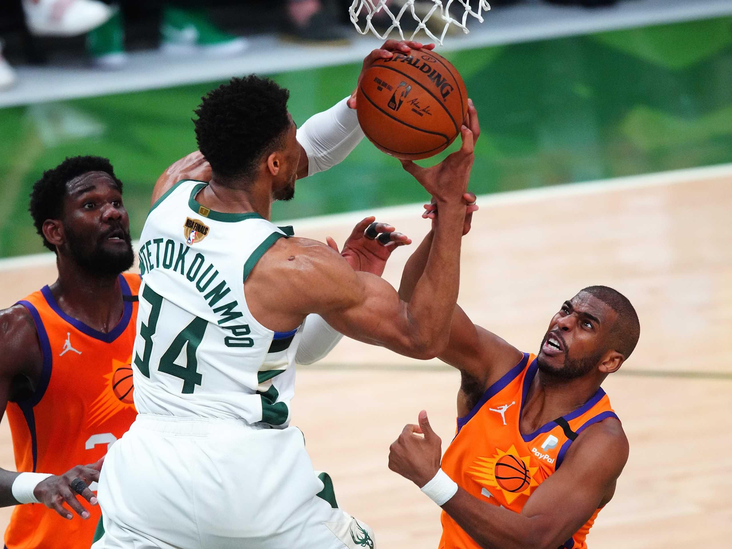 Τελικοί NBA: «Φωτιά» στην σειρά! Οι Μπακς ισοφάρισαν σε 2-2 τους Σανς σε ματς – θρίλερ