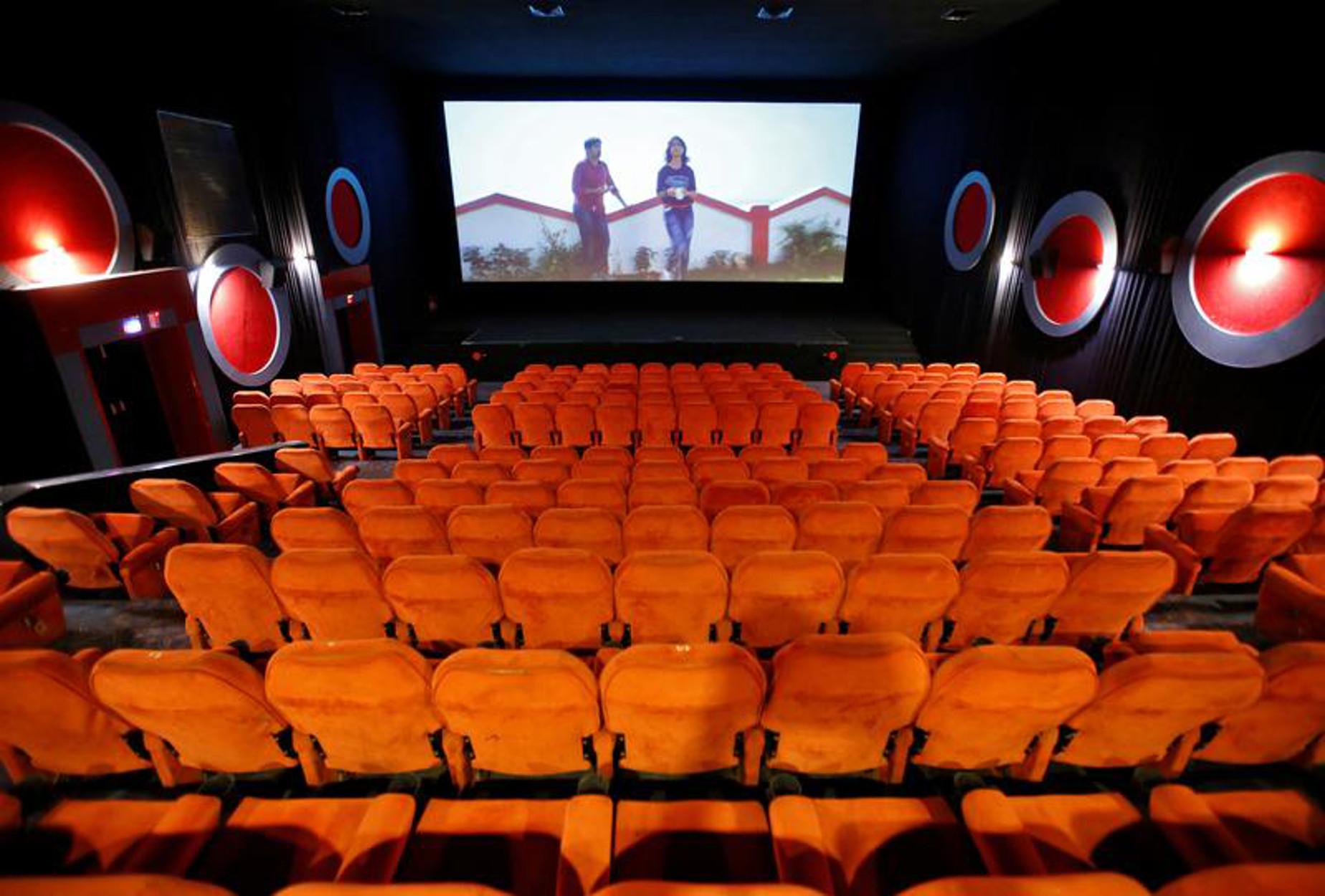 Γαλλία: Μόνο με πιστοποιητικό εμβολιασμού από σήμερα η είσοδος σε σινεμά, θέατρα και γήπεδα