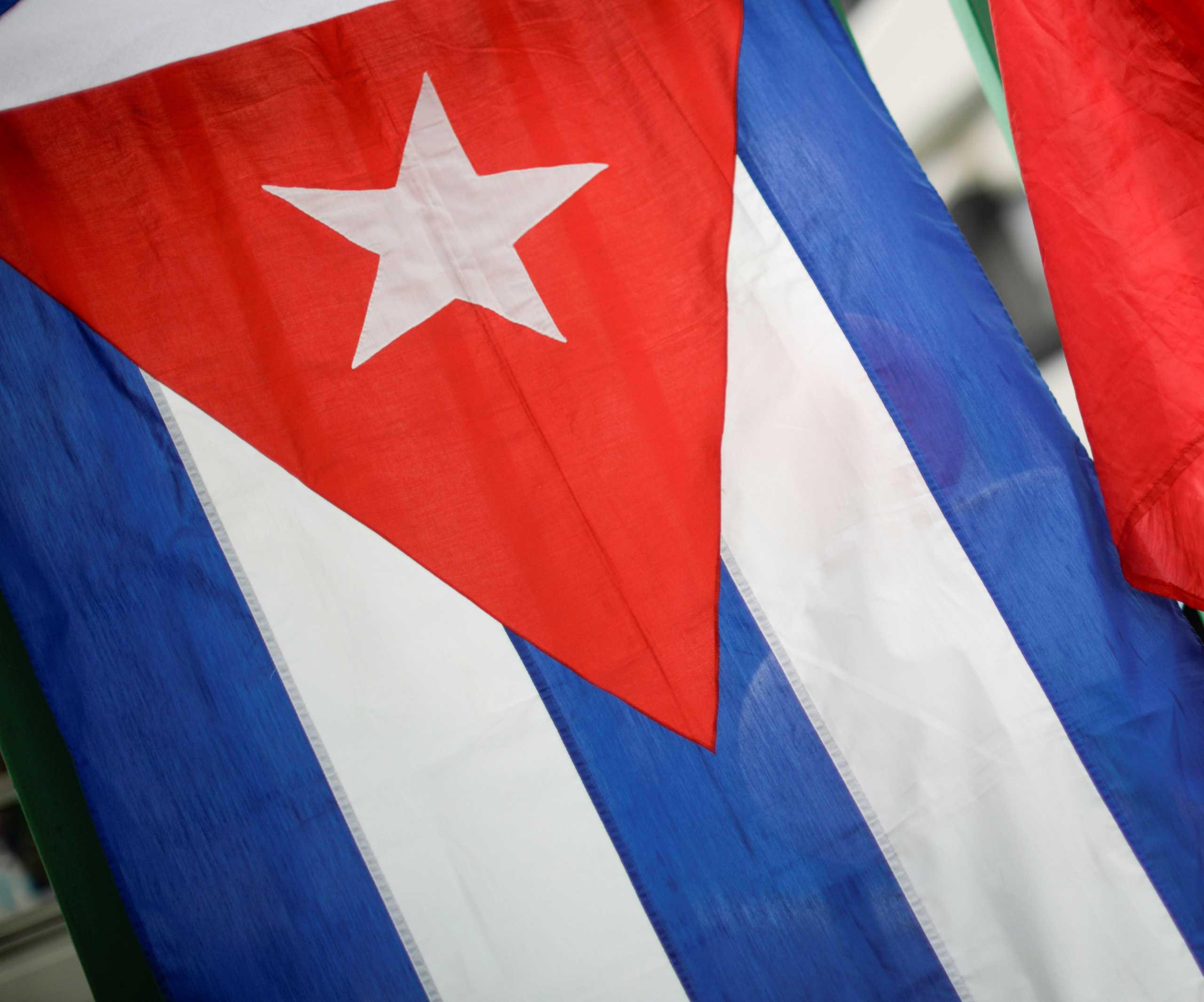 Παρίσι: Επίθεση με μολότοφ στην πρεσβεία της Κούβας – «Υπεύθυνη η αμερικανική κυβέρνηση»