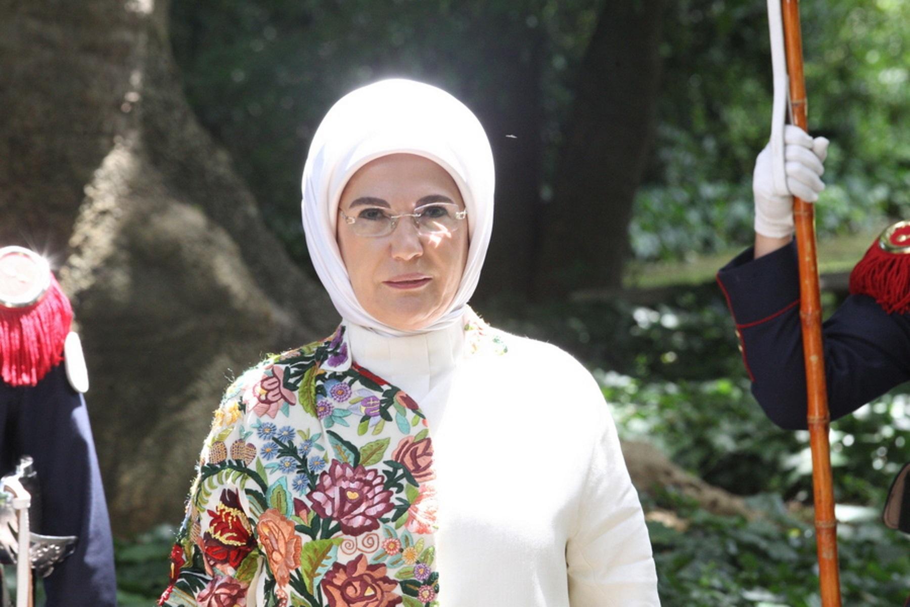 Θρασύτατη δήλωση της Εμινέ Ερντογάν: Μειώστε τις μερίδες του φαγητού σας