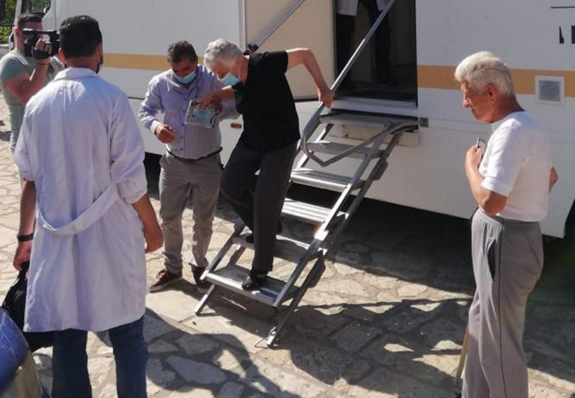 Στερεά Ελλάδα: Πρεμιέρα για τους εμβολιασμούς σε απομακρυσμένες περιοχές – Οι πρώτες εικόνες
