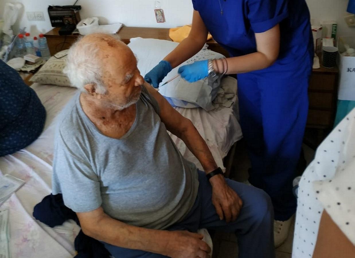 Ανοίγει η πλατφόρμα για τους κατ' οίκον εμβολιασμούς
