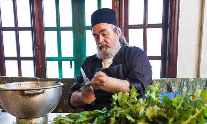 Συνταγές με θαλασσινά από τον πατέρα Επιφάνιο για τη νηστεία του Δεκαπενταύγουστου
