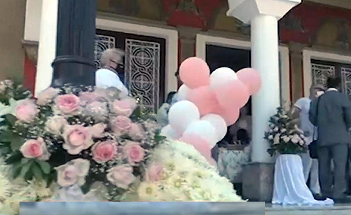 Τραγωδία στη Νίκαια: Με μπαλόνια και λουλούδια είπαν το τελευταίο «αντίο» στην 7χρονη  Παναγιώτα