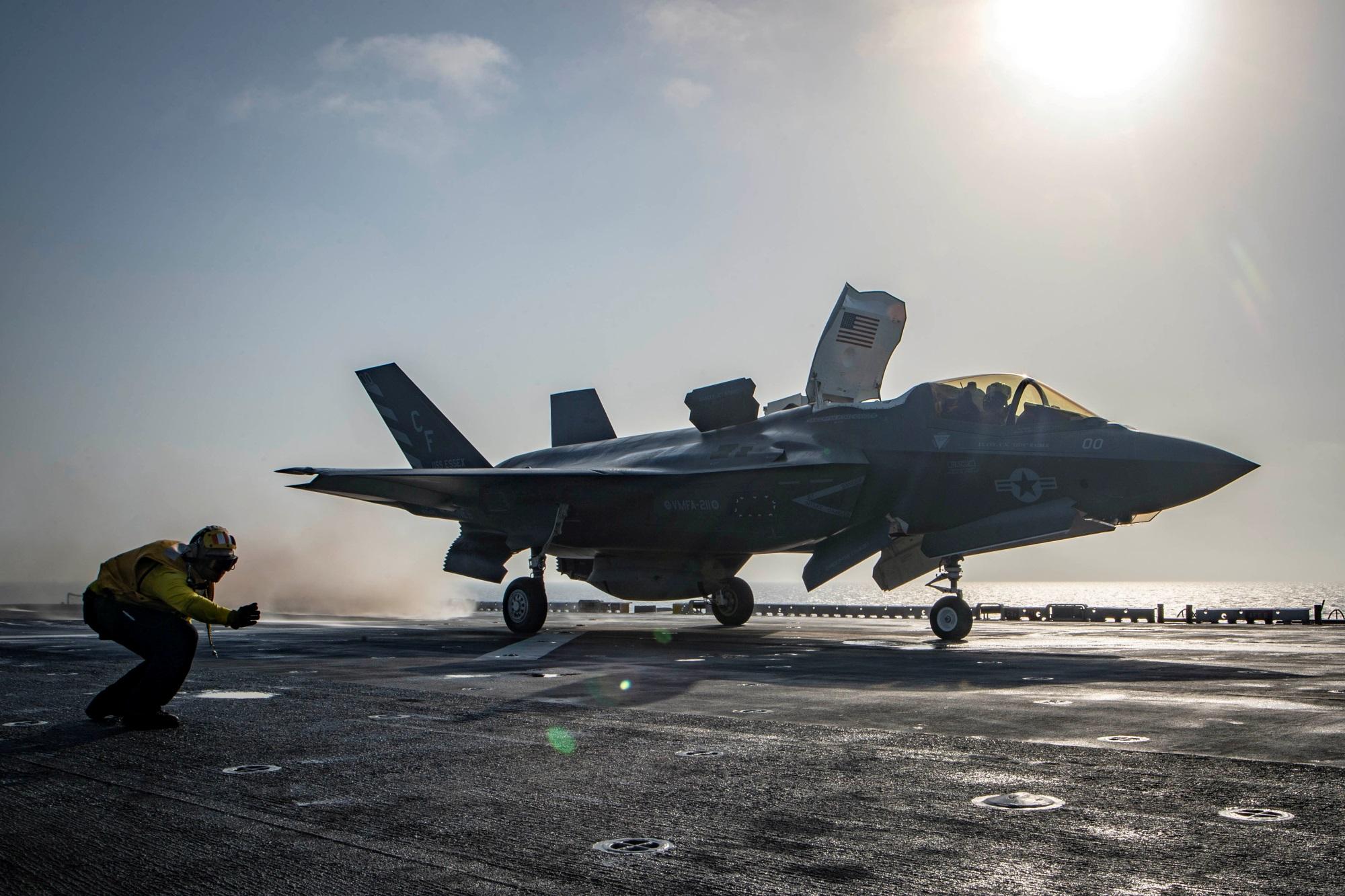 F-35: Κεραυνοί κατέστρεψαν δύο stealth μαχητικά