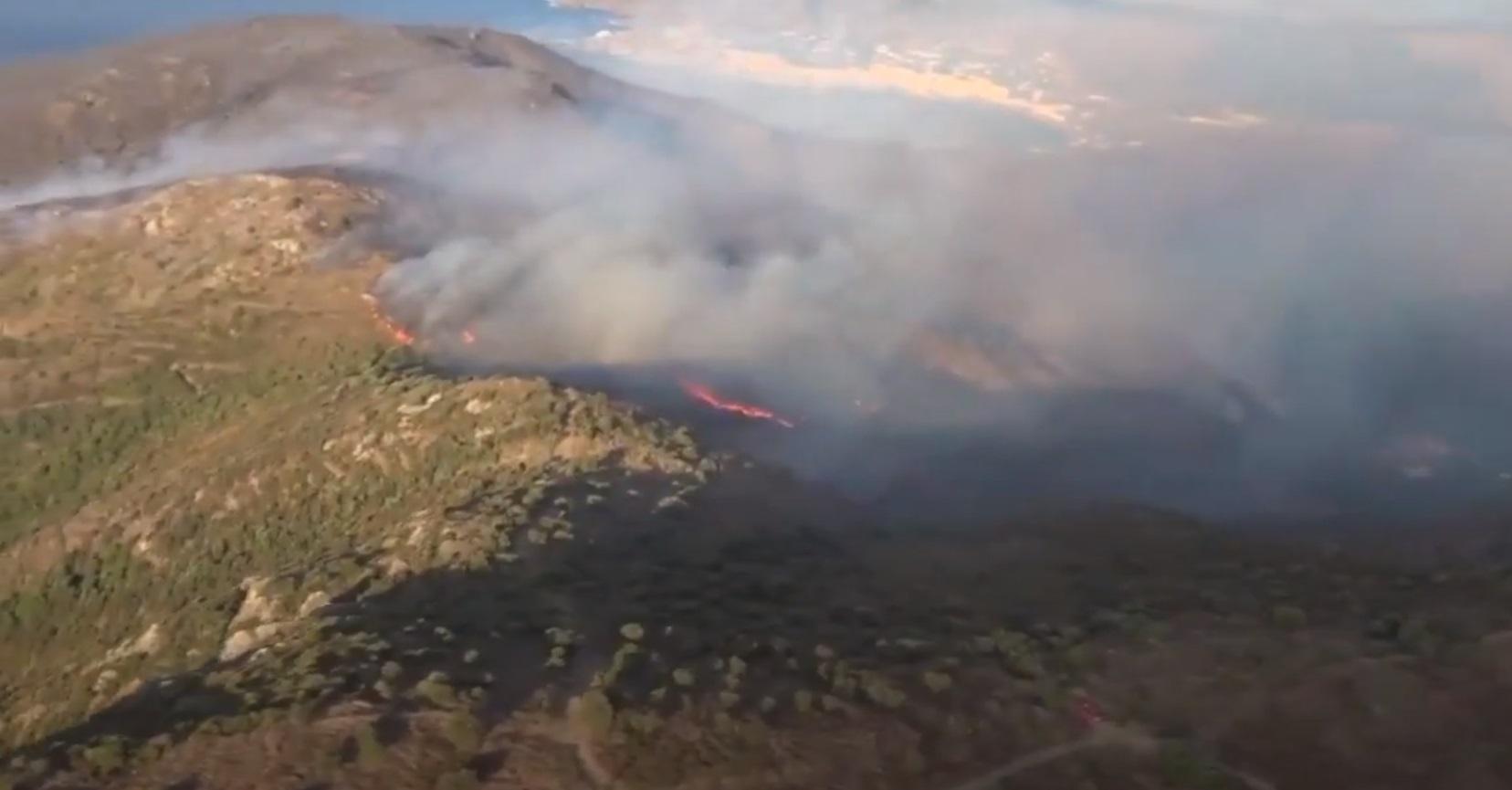 Ισπανία: Καίγεται το φυσικό πάρκο στην Καταλονία – 350 άνθρωποι εγκατέλειψαν τα σπίτια τους