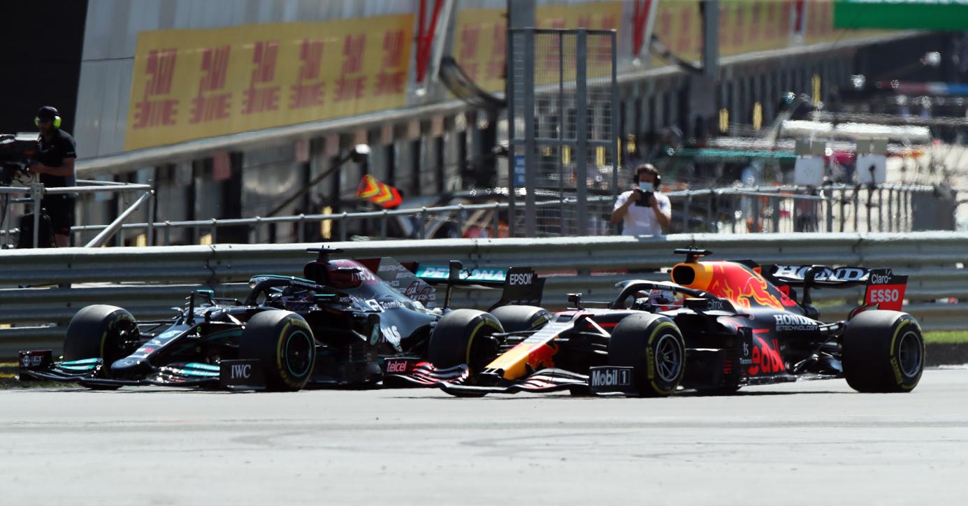 Formula 1: Έλειπε ο Φερστάπεν, θριάμβευσε ο Χάμιλτον στο Σίλβερστοουν και έβαλε «φωτιά» στην κορυφή
