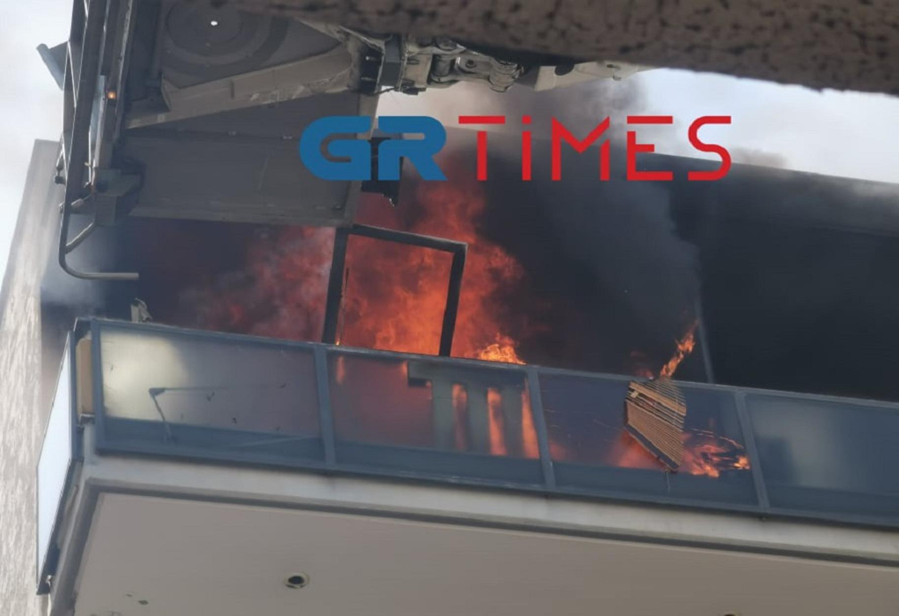 Θεσσαλονίκη: Φωτιά σε διαμέρισμα στην Καλαμαριά – «Ακούστηκαν 2 εκρήξεις»