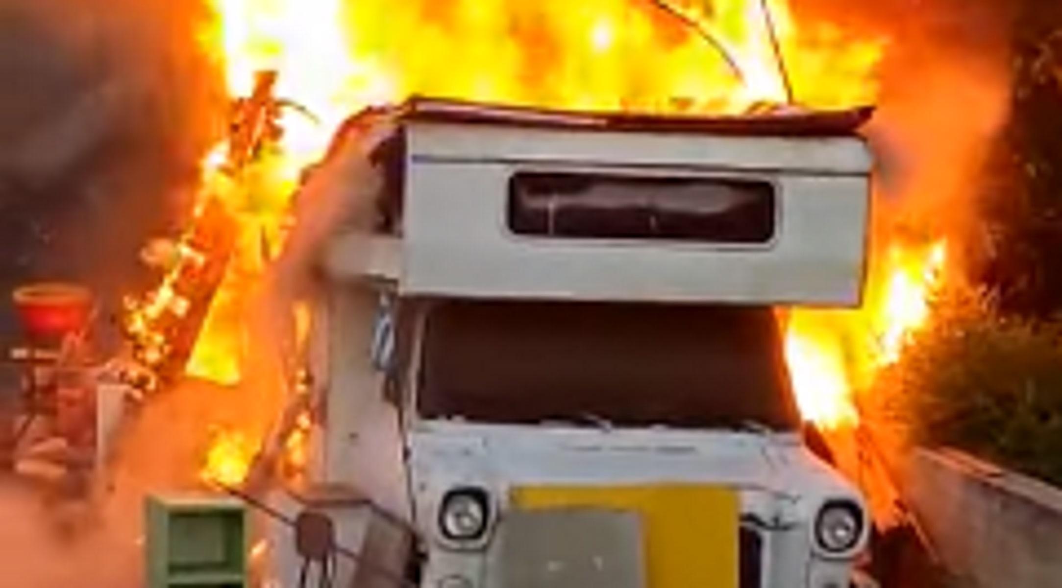 Φωτιά έξω από το Παγκρήτιο Στάδιο – Στις φλόγες τυλίχτηκε τροχόσπιτο