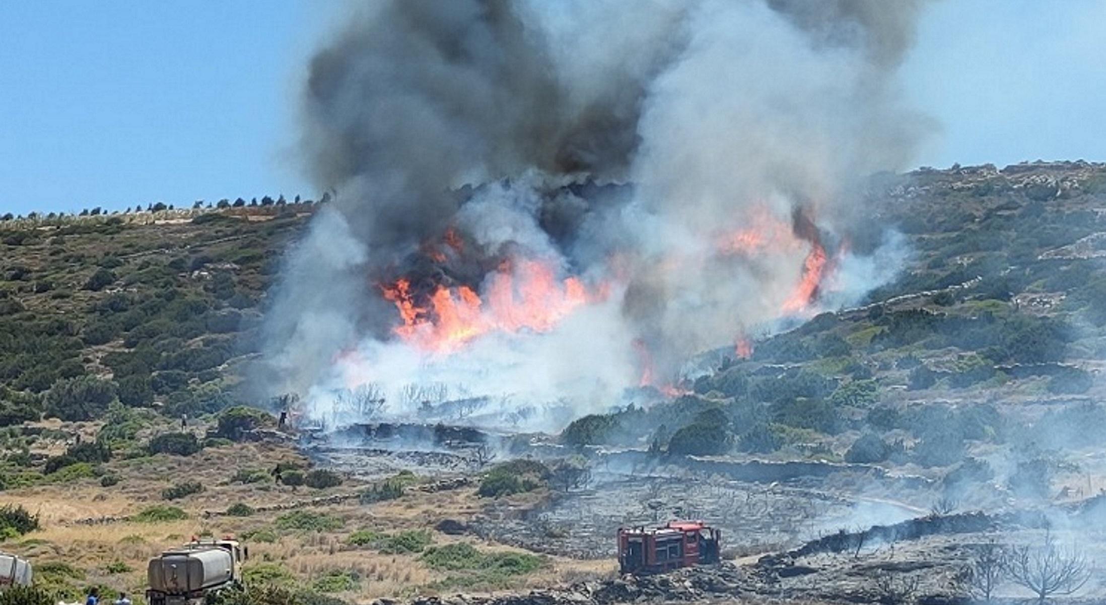 Φωτιά στην Πάρο: Πλάνα από τη μάχη με τον νέο πύρινο εφιάλτη