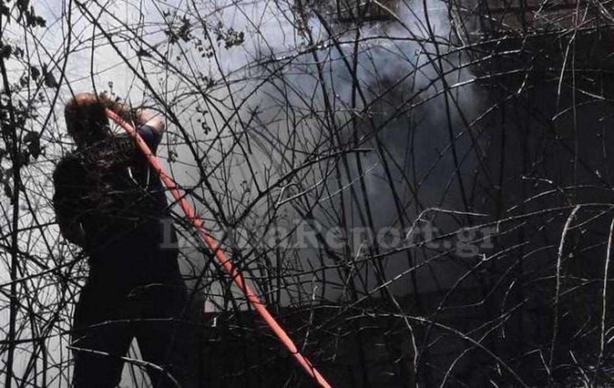 Φωτιά στην Καστανιά Υπάτης – Κάηκαν δύο σπίτια
