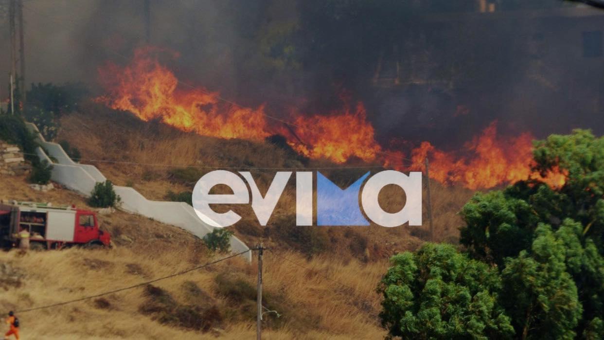 Φωτιά στην Κάρυστο: Κοντά στα σπίτια οι φλόγες – «Φοβηθήκαμε πολύ»