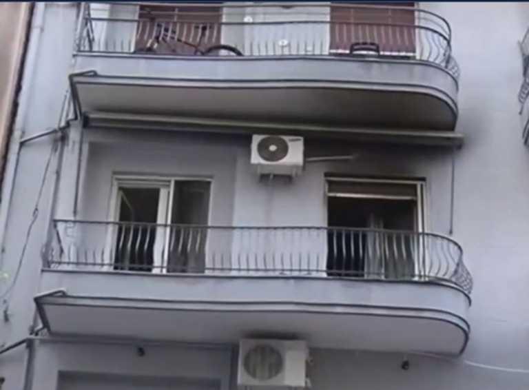 Βγήκε στο μπαλκόνι και σώθηκε από τη φωτιά στο σπίτι του – Τα δευτερόλεπτα πανικού